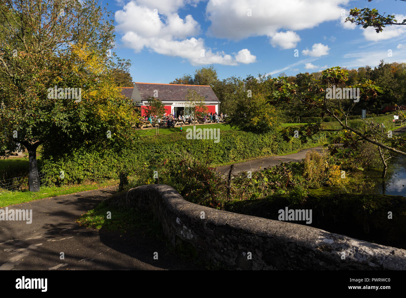 The Lock Keeper's Inn cafe on the Lagan towpath in Lagan Valley Regional Park near Shaws Bridge, Belfast,  N.Ireland. - Stock Image
