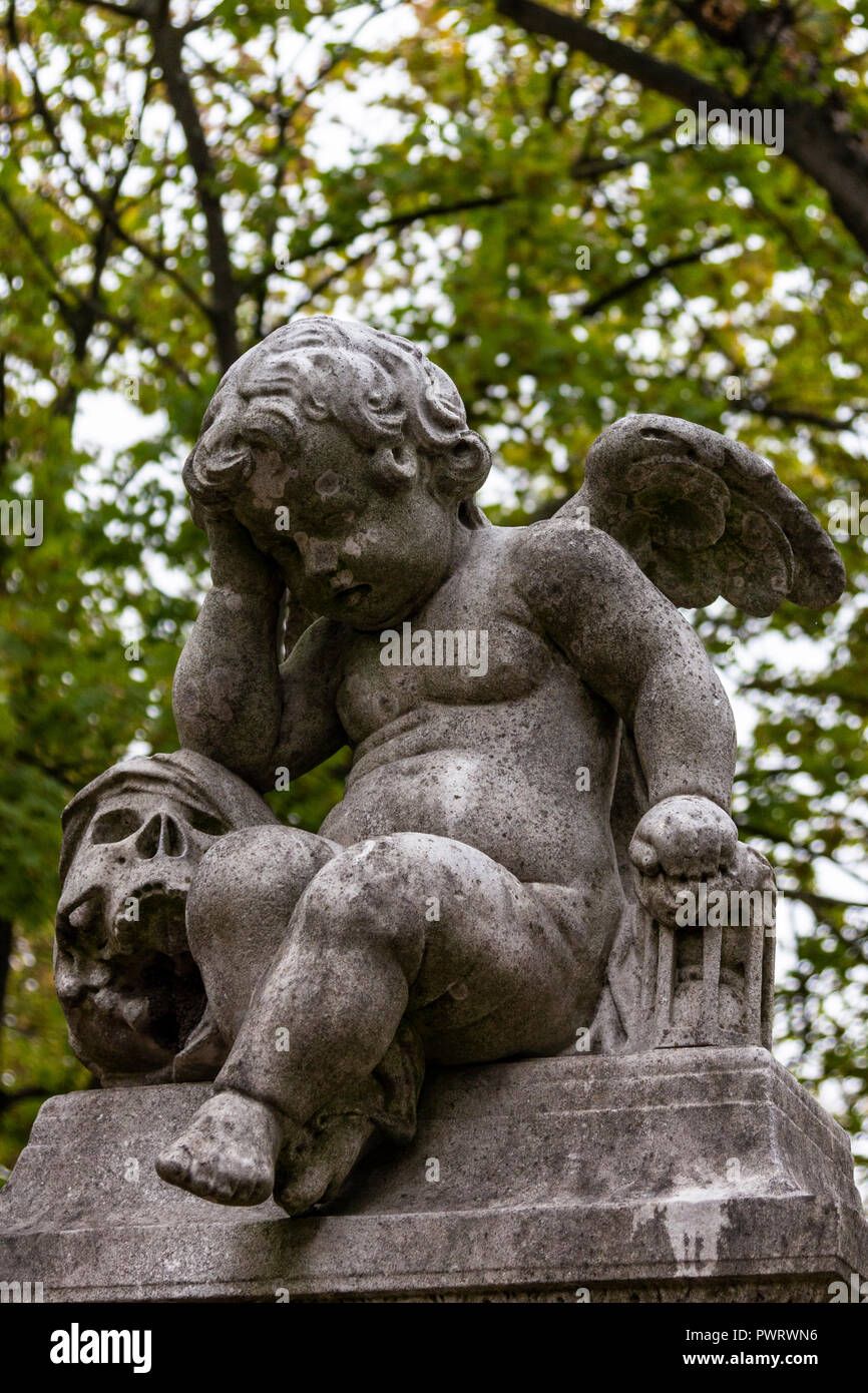 Angel & Death - Pere Lachaise Cemetery is the largest cemetery in Paris and is notable for the final resting place for many celebrities, artists, writ - Stock Image
