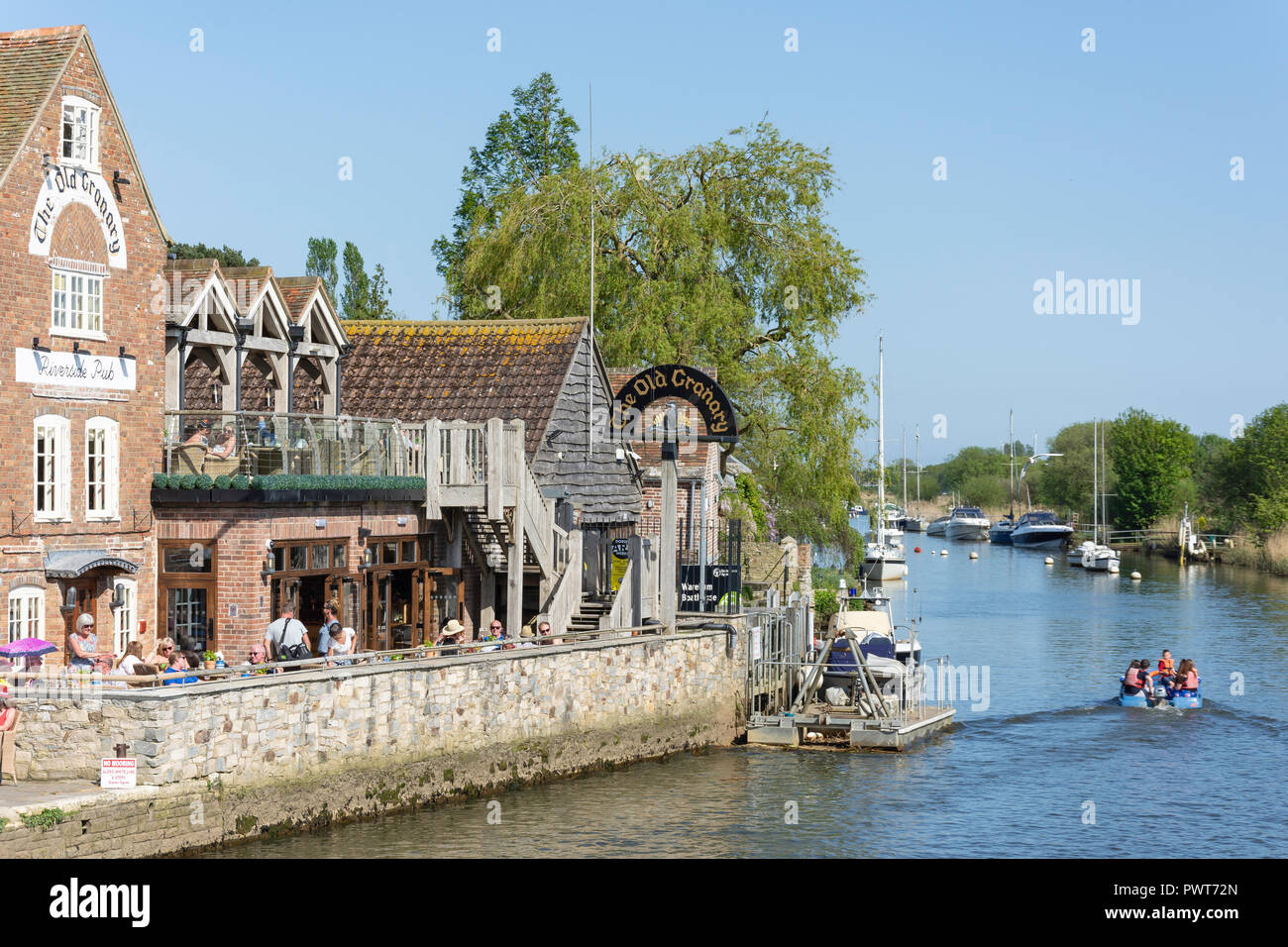The Old Granary Pub and Frome River, Wareham Quay Wareham, Dorset, England, United Kingdom - Stock Image