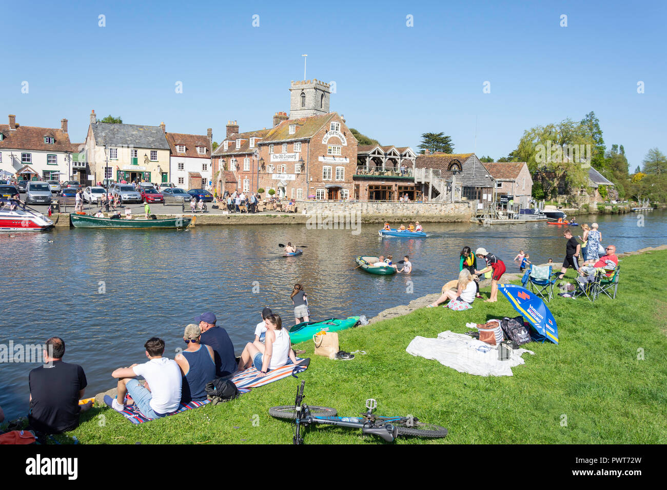 Families relaxing by Frome River, Wareham Quay, Wareham, Dorset, England, United Kingdom - Stock Image
