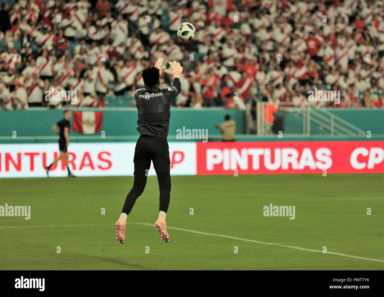 Miami, Florida. 12th Oct, 2018. Soccer players practice/warm up, Chile vs Peru at Hard Rock Stadium in Miami, Florida. Oct 12, 2018. Peru won 3-0. - Stock Image