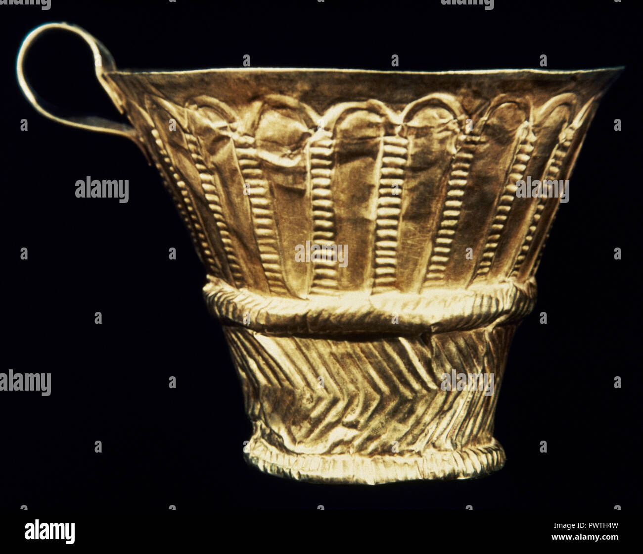 Gold cup. Embossing decoration with geometric motifs. Royal Tombs of Mycenae. 16th century BC. Tomb V. Grave Circle A. National Archaeological Museum. Athens, Greece. - Stock Image
