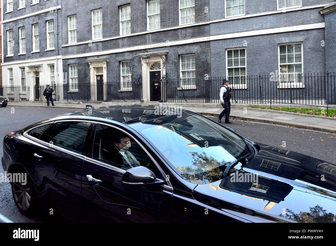 Ministerial car waiting in for the end of a lengthy cabinet meeting to discus Brexit, Downing Street 16th October 2018 - Stock Image