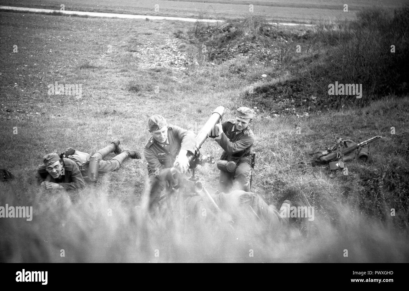 Wehrmacht Heer Granatwerfer GrW 34 8,1 cm,81 mm / German Army grenade launcher or mortar 8,1cm, 81mm - Stock Image