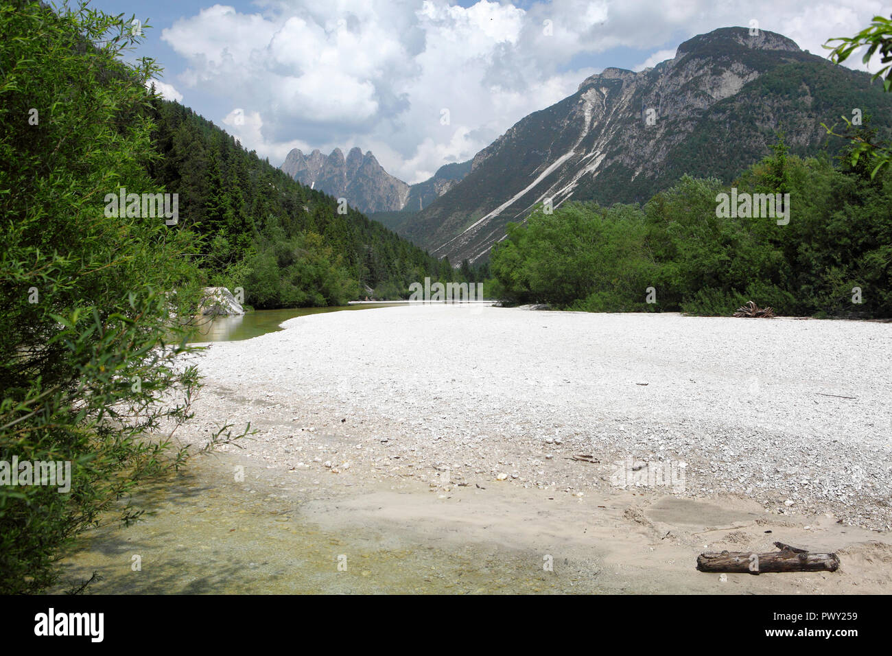 Bovec, Slowenien. 30th May, 2018. 30.05.2018, Slovenia, Bovec: View of the Lago del Predil, near the border Italy/Slovenia. Location is the Strada Provinciale 76, approximately at 46 ° 25'07.4 'N 13 ° 33'34.1' E Credit: Daniel Gammert/dpa-Zentralbild/ZB | usage worldwide/dpa/Alamy Live News - Stock Image