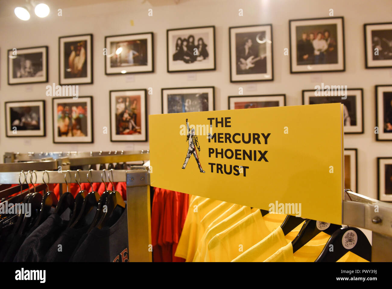 London, UK.  18 October 2018.  A Queen pop-up shop has opened in Carnaby Street.  Coinciding with the release next week of the movie 'Bohemian Rhapsody', the shop offers Queen music fans memorabilia, a display of stage costumes as well as archived Queen performance footage. Credit: Stephen Chung / Alamy Live News - Stock Image