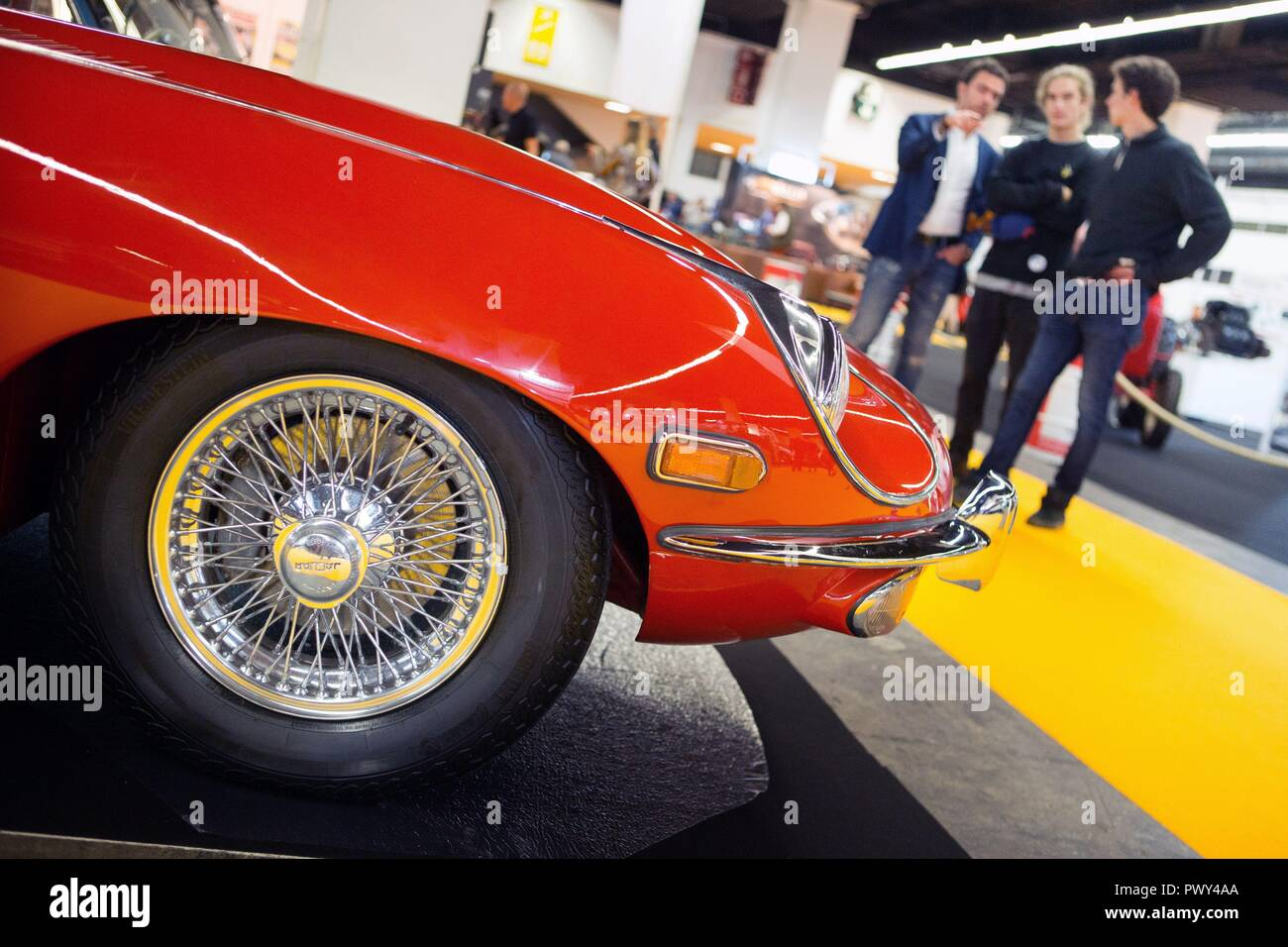 Barcelona, Spain. 18th Oct, 2018. Attendants look at some vehicles during the inauguration day of the International Classical Vehicle Fair in Barcelona, Spain, 18 October 2018. Credit: Enric Fontcuberta/EFE/Alamy Live News - Stock Image