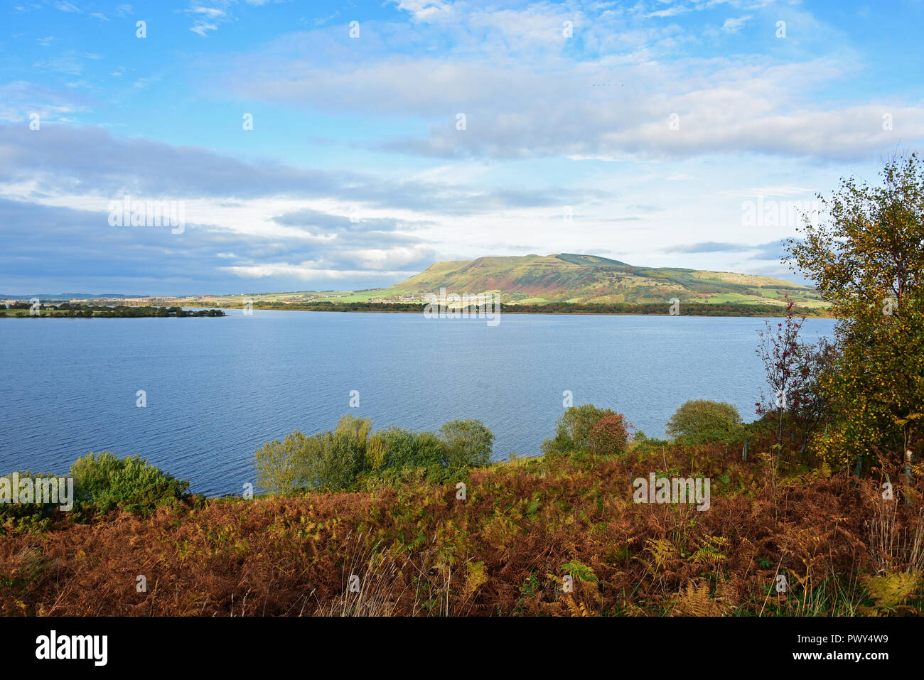 Kinross, Scotland, United Kingdom, 18, October, 2018. Autumn colours in a general view of Loch Leven. © Ken Jack / Alamy Live News - Stock Image