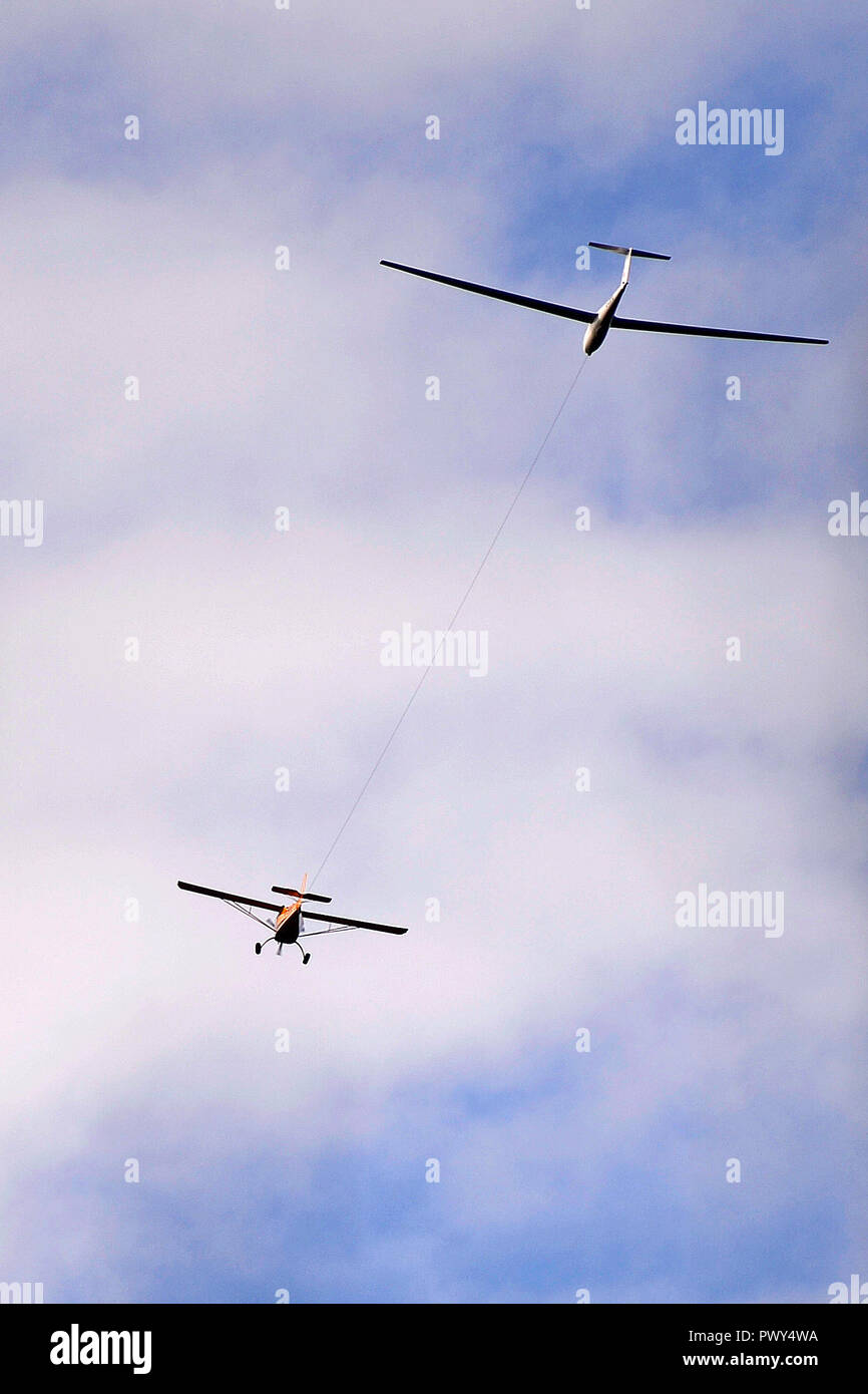 Kinross, Scotland, United Kingdom, 18, October, 2018. A glider and tow plane fly over Loch Leven near the Scottish Gliding Centre on a fine autumn day. © Ken Jack / Alamy Live News - Stock Image