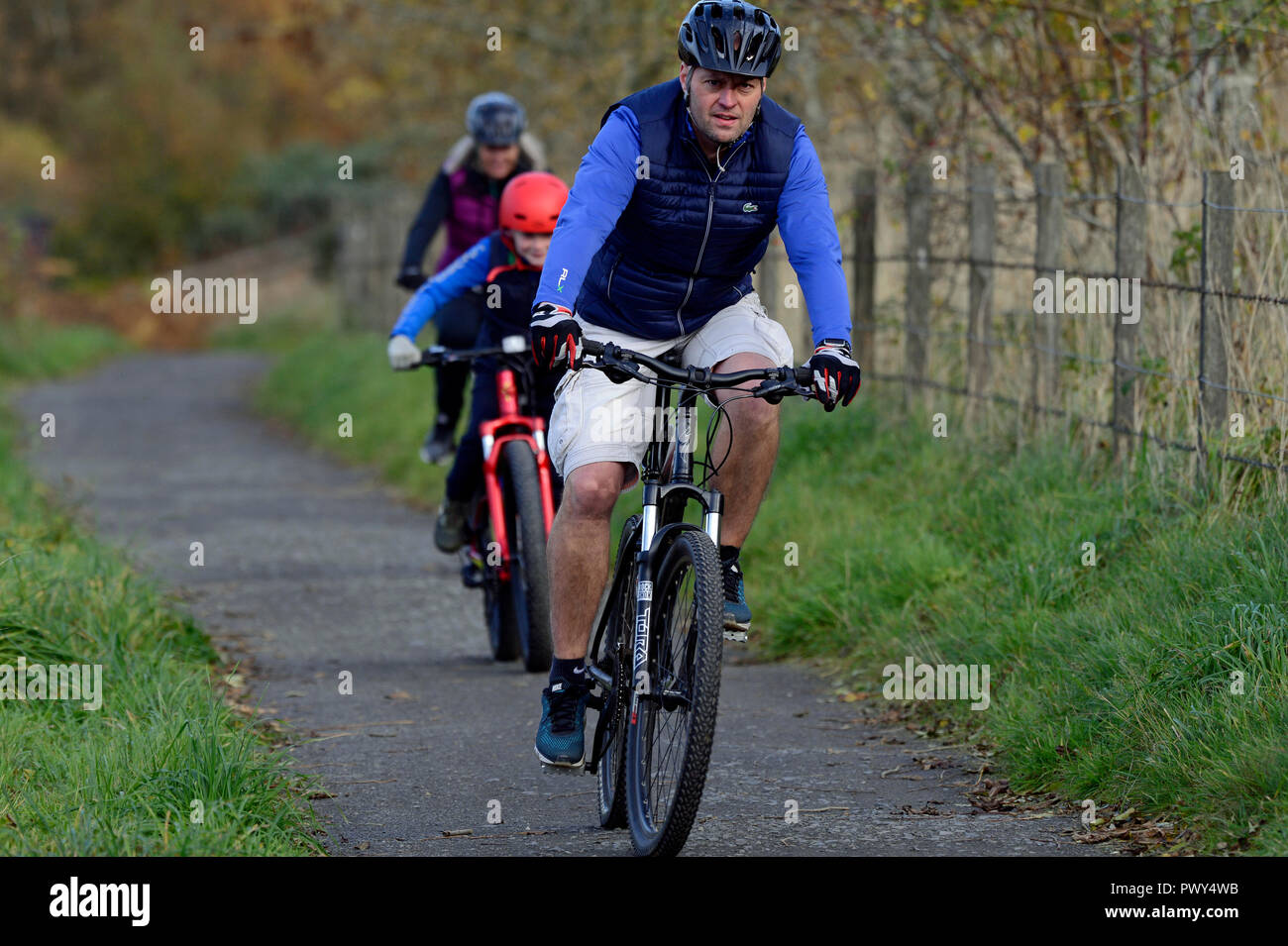 Kinross, Scotland, United Kingdom, 18, October, 2018. A family group cycles on the Loch Leven Heritage Trail on a fine autumn day. © Ken Jack / Alamy Live News - Stock Image