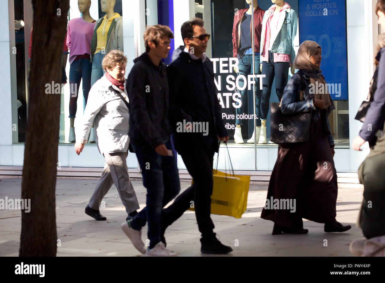 London, UK. 18th Oct, 2018. Pavements are busy with Early Christmas shoppers in Oxford and Regent Street in London. With sales starting earlier each year, people make the most of hopefully buying a bargain. Credit: Keith Larby/Alamy Live News Stock Photo