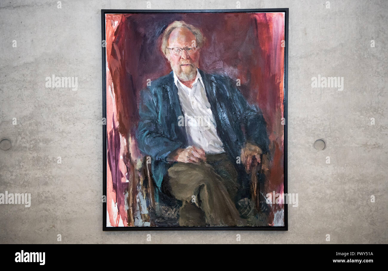 Berlin, Germany. 18th Oct, 2018. A painting by the artist Johannes Heisig, showing the former president of the Bundestag Wolfgang Thierse (SPD), hangs in the Paul-Löbe-Haus on the occasion of the inauguration of the portrait in the gallery of the presidents of the Bundestag. Credit: Bernd von Jutrczenka/dpa/Alamy Live News - Stock Image