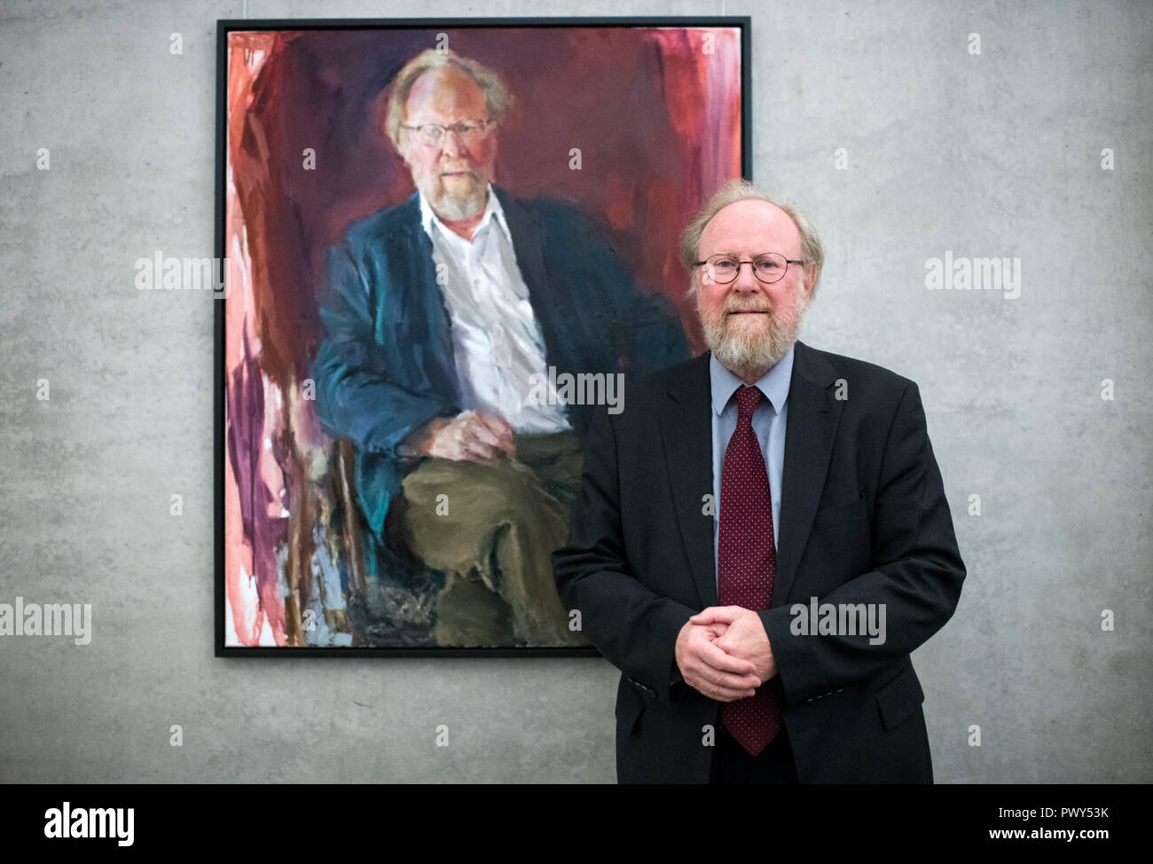 Berlin, Germany. 18th Oct, 2018. The former president of the Bundestag Wolfgang Thierse (SPD) is standing in the gallery of the presidents of the Bundestag in the Paul-Löbe-Haus on the occasion of the inauguration of his portrait. Credit: Bernd von Jutrczenka/dpa/Alamy Live News - Stock Image