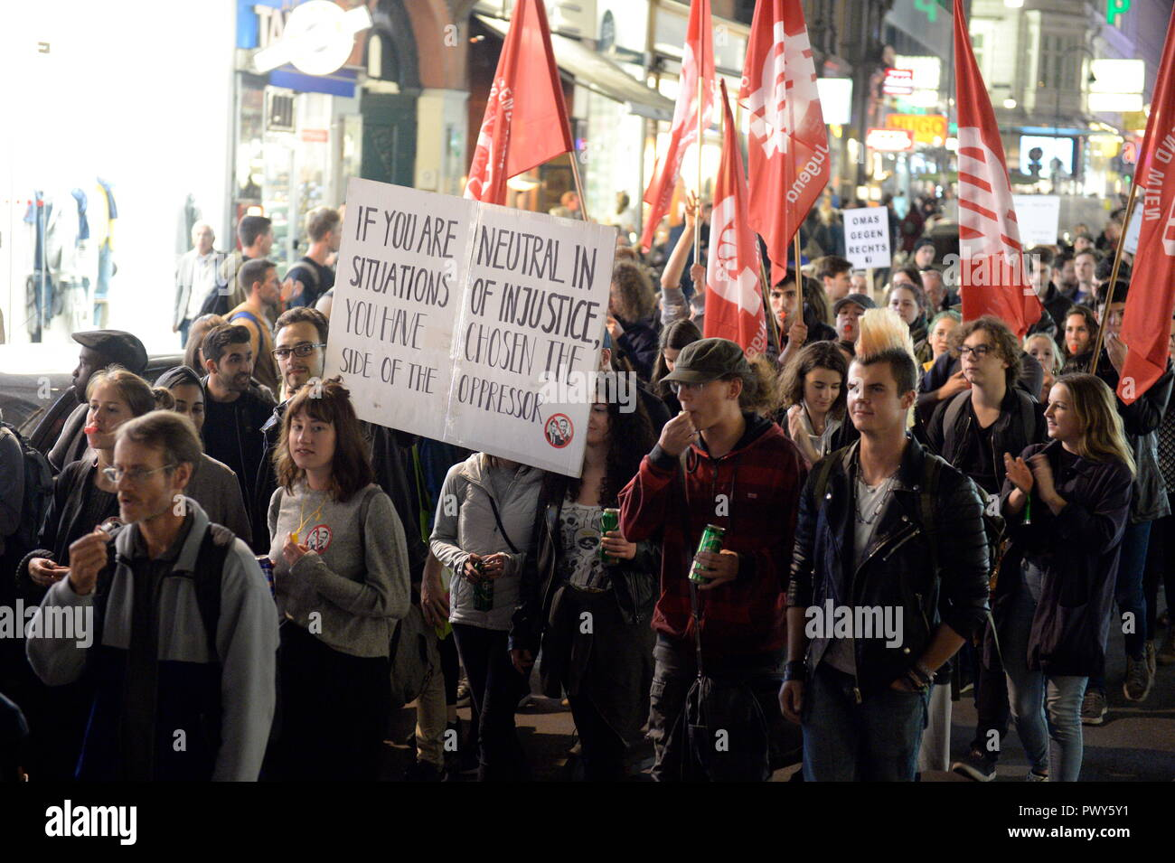 Vienna, Austria. 18 October 2018. The Thursday demonstrations against the current Federal Government are reactivated. The rally was called on Stephansplatz. The protests will then be continued every week at various locations in Vienna. Credit: Franz Perc / Alamy Live News - Stock Image