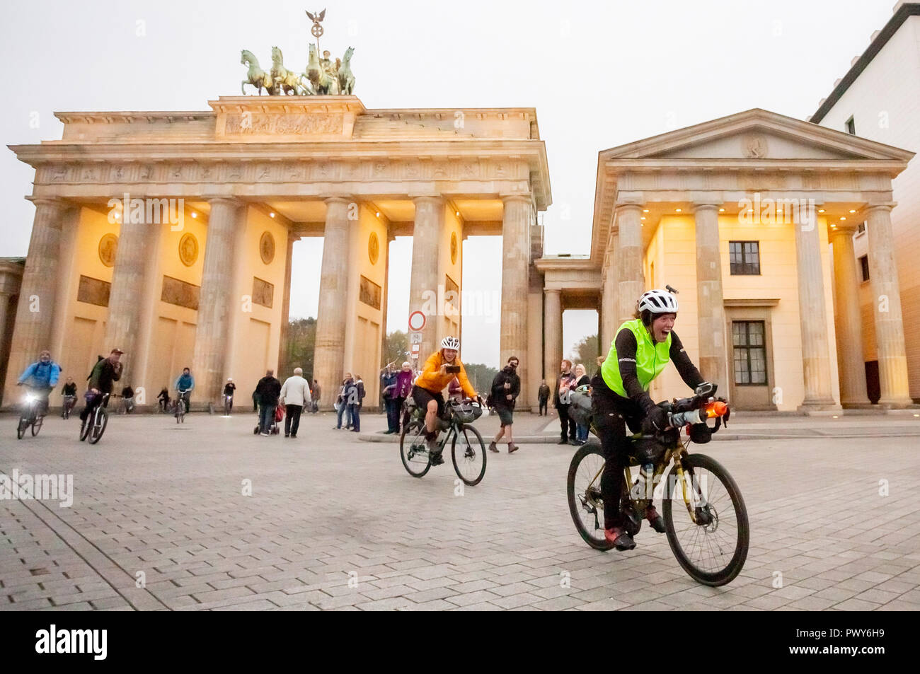 Berlin, Germany. 18th Oct, 2018. Jenny Graham laughs when she arrives at the Brandenburg Gate after having circumnavigated the world by bicycle. The British woman was the first woman to circumnavigate the world by bicycle alone in only 125 days. The previous world record was 144 days. Credit: Christoph Soeder/dpa/Alamy Live News - Stock Image