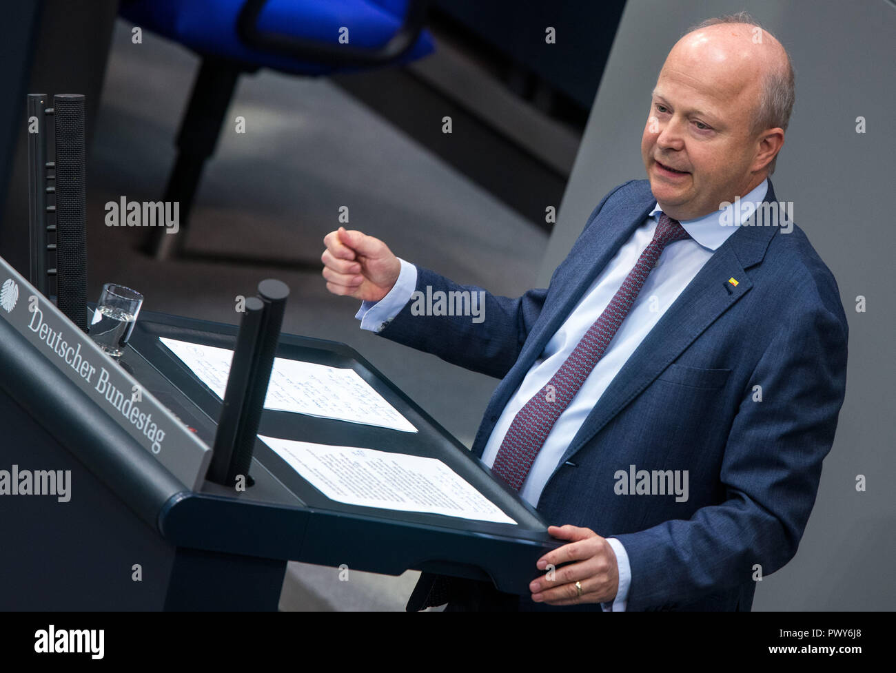 Berlin, Germany. 18th Oct, 2018. Michael Theurer, member of the Bundestag of the FDP faction, speaks in the Bundestag. Credit: Jens Büttner/dpa-Zentralbild/dpa/Alamy Live News - Stock Image