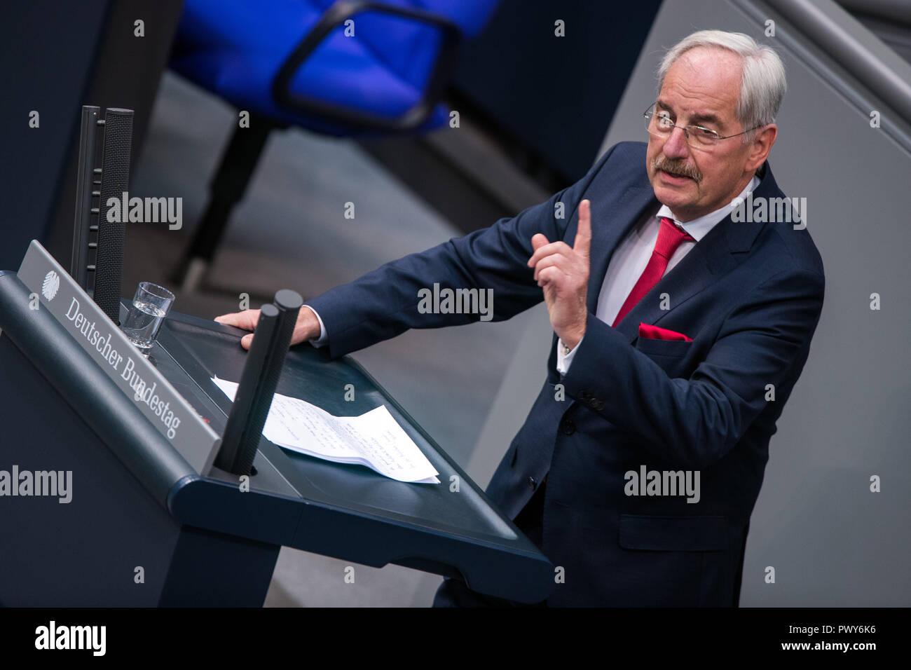 Berlin, Germany. 18th Oct, 2018. Hans-Jürgen Irmer, member of the Bundestag of the CDU/CSU parliamentary group, speaks in the Bundestag. Credit: Jens Büttner/dpa-Zentralbild/dpa/Alamy Live News - Stock Image