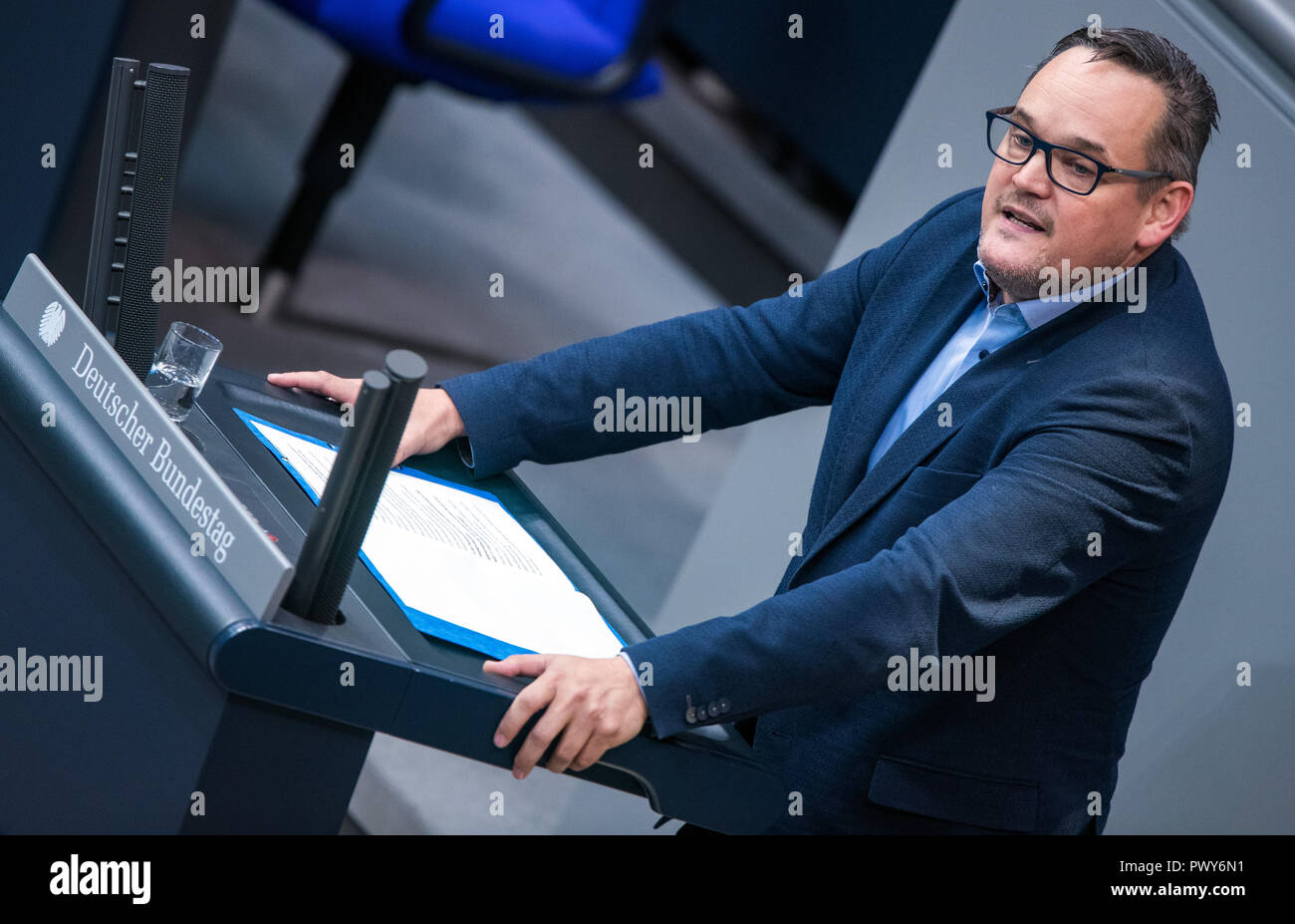 Berlin, Germany. 18th Oct, 2018. Martin Reinhardt, member of the Bundestag of the AfD parliamentary group, will address the Bundestag. Credit: Jens Büttner/dpa-Zentralbild/dpa/Alamy Live News - Stock Image