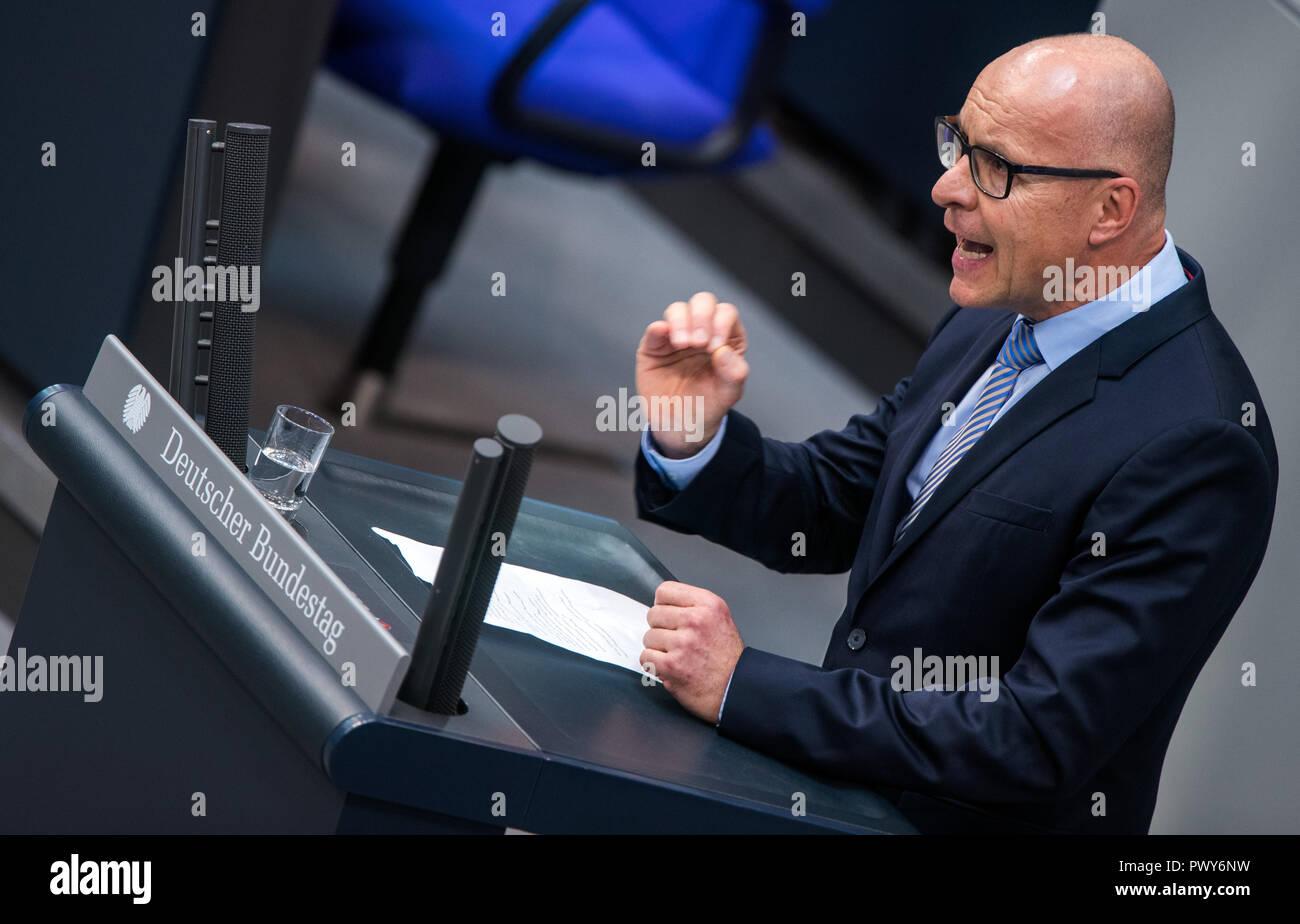 Berlin, Germany. 18th Oct, 2018. Jörg Schneider, member of the Bundestag of the AfD faction, speaks in the Bundestag. Credit: Jens Büttner/dpa-Zentralbild/dpa/Alamy Live News - Stock Image