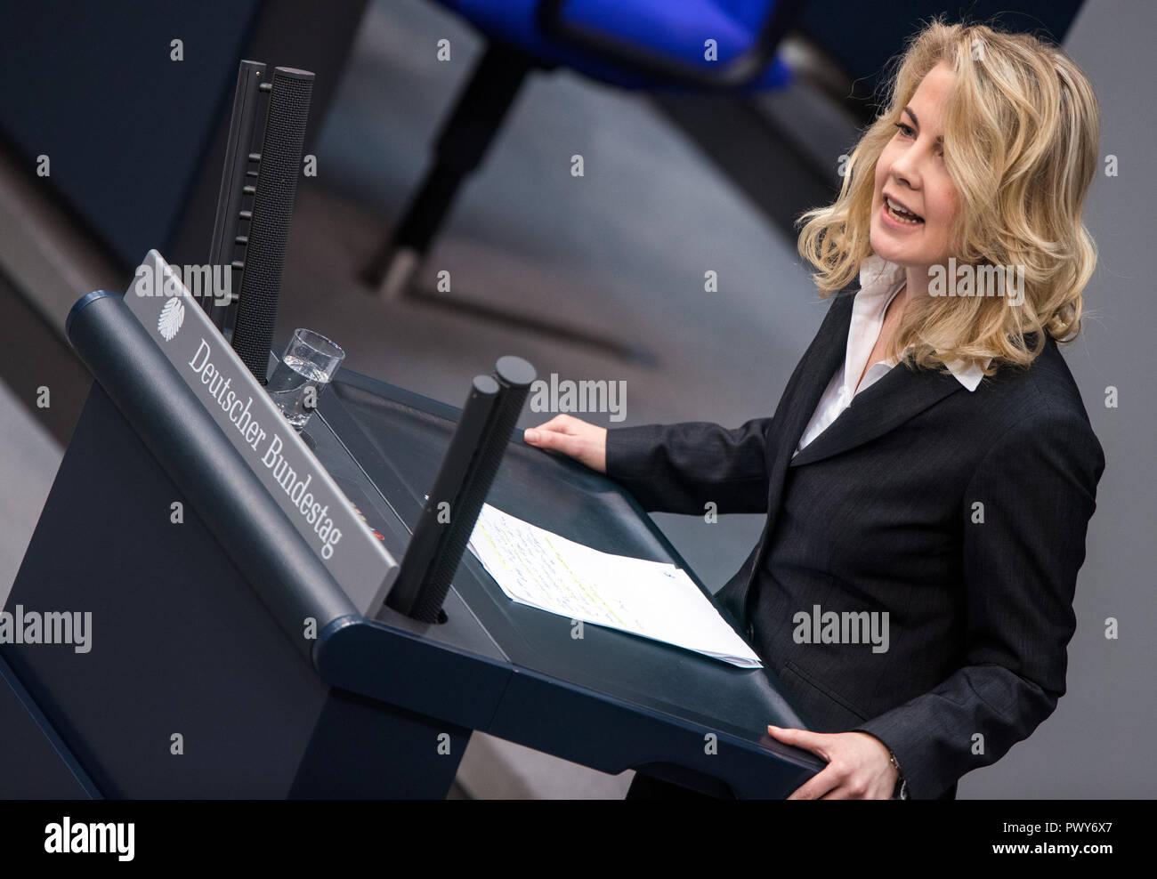 Berlin, Germany. 18th Oct, 2018. Linda Teutenberg, member of the Bundestag of the FDP faction, speaks in the Bundestag. Credit: Jens Büttner/dpa-Zentralbild/dpa/Alamy Live News - Stock Image