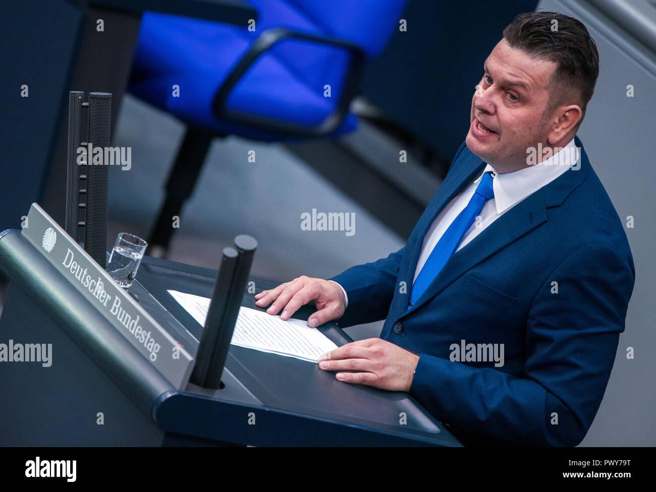 Berlin, Germany. 18th Oct, 2018. Lars Herrmann, member of the Bundestag of the AfD parliamentary group, speaks in the Bundestag. Credit: Jens Büttner/dpa-Zentralbild/dpa/Alamy Live News - Stock Image