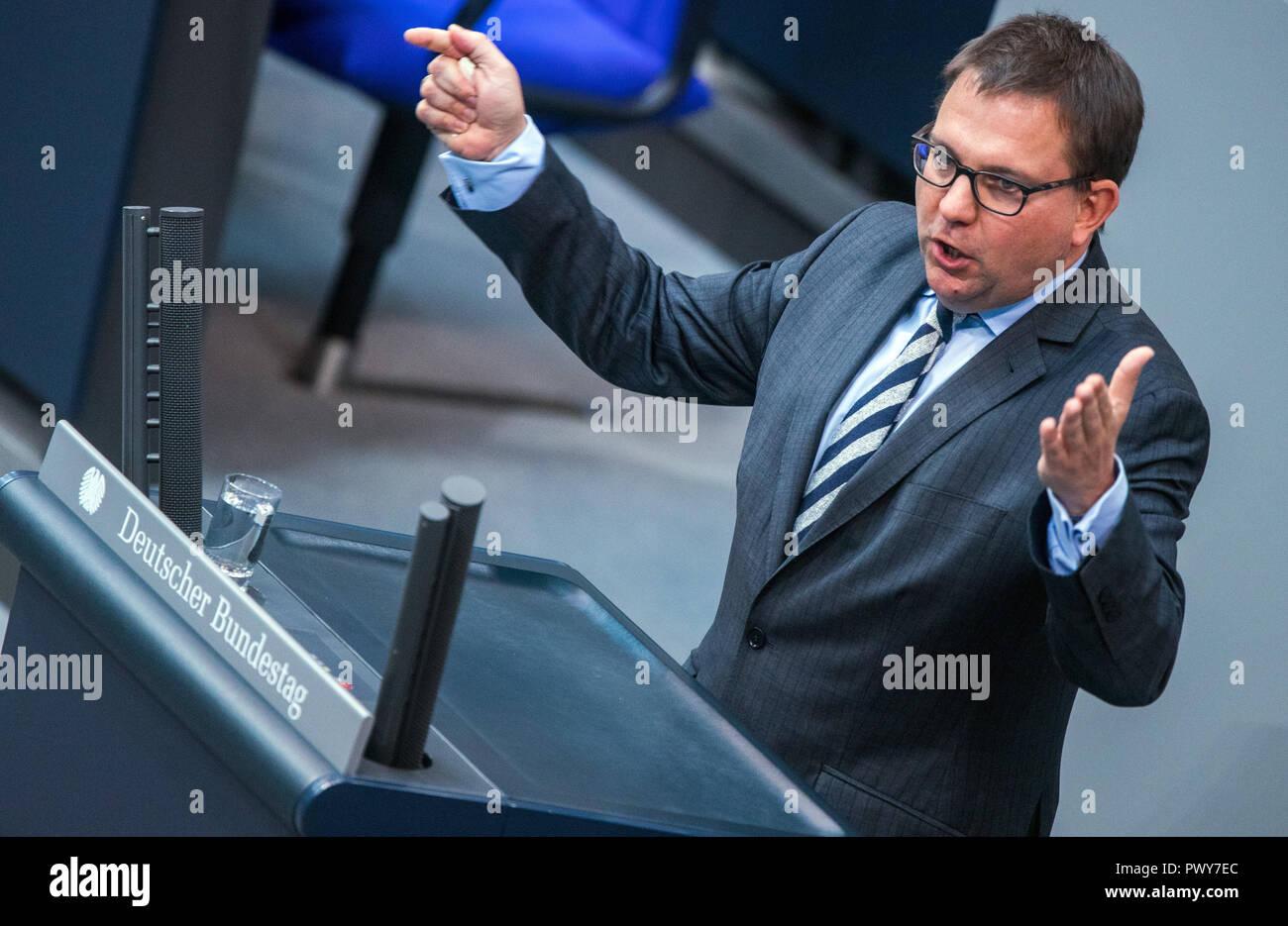 Berlin, Germany. 18th Oct, 2018. Stefan Ruppert, member of the Bundestag of the FDP faction, speaks in the Bundestag. Credit: Jens Büttner/dpa-Zentralbild/dpa/Alamy Live News - Stock Image