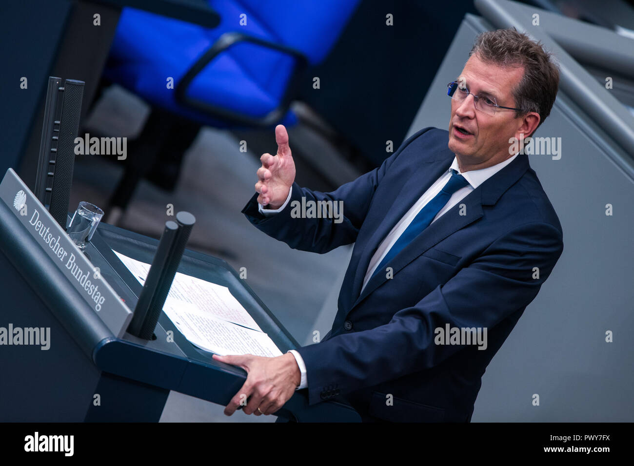 Berlin, Germany. 18th Oct, 2018. Ralf Brauksiepe, member of the Bundestag of the CDU/CSU parliamentary group, speaks in the Bundestag. Credit: Jens Büttner/dpa-Zentralbild/dpa/Alamy Live News - Stock Image