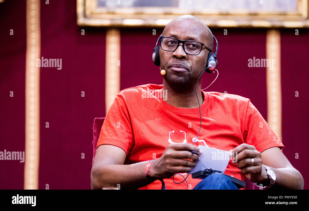 Oviedo, Spain. 18th October, 2018. Kenyan human rights activist and director of 'Amref Health Africa', Githinji Gitahi, during a conference about campaigning to stop female genital mutilation (FGM) during Princess of Asturias Awards at University of Oviedo in Oviedo, Spain. Non-profit organization 'Amref Health Africa' obtain the Princess of Asturias Award for International Cooperation 2018 for their aim of providing quality surgical care to the most remote and neglected populations in East Africa. Credit: David Gato/Alamy Live News - Stock Image