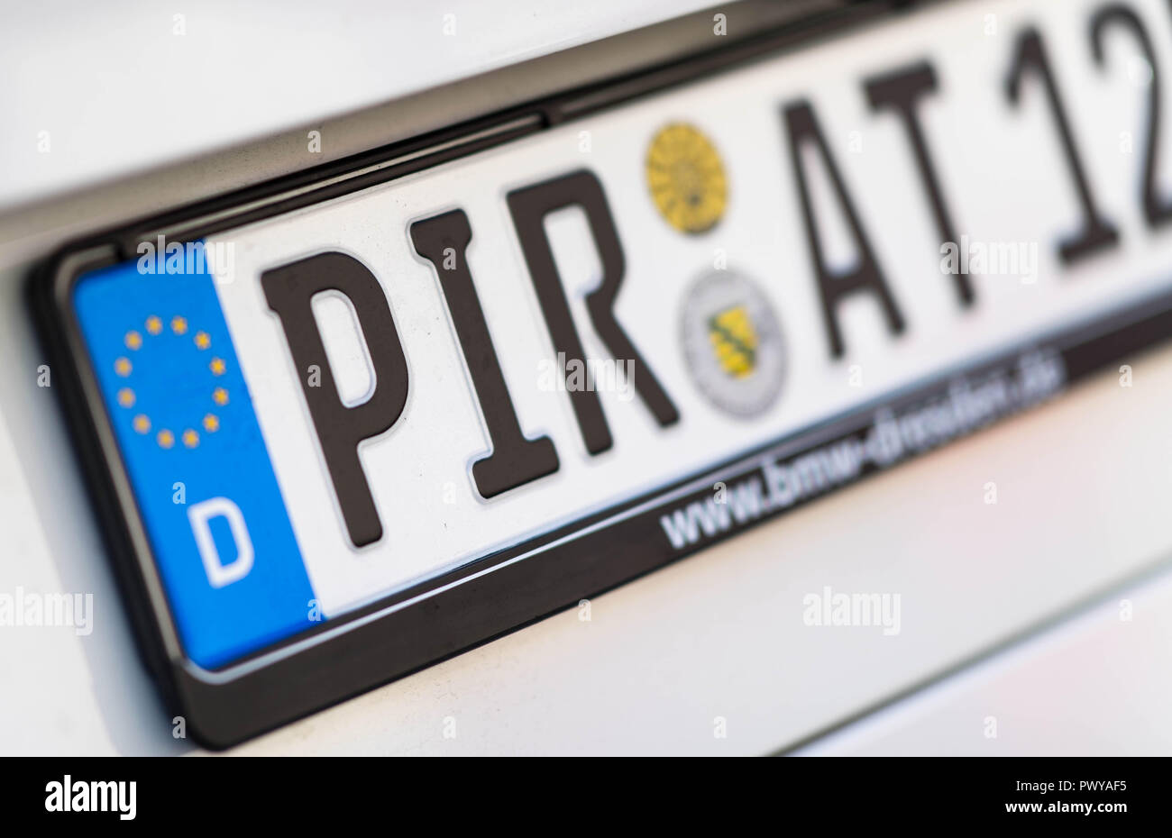 Prina, Germany. 17th Oct, 2018. The number plate of a car bears the words Pirate. (to 'PIR-AT - Trend to the Heimatkennzeichen in Sachsen unbroken' from 19.10.2018) Credit: Monika Skolimowska/dpa-Zentralbild/ZB/dpa/Alamy Live News - Stock Image