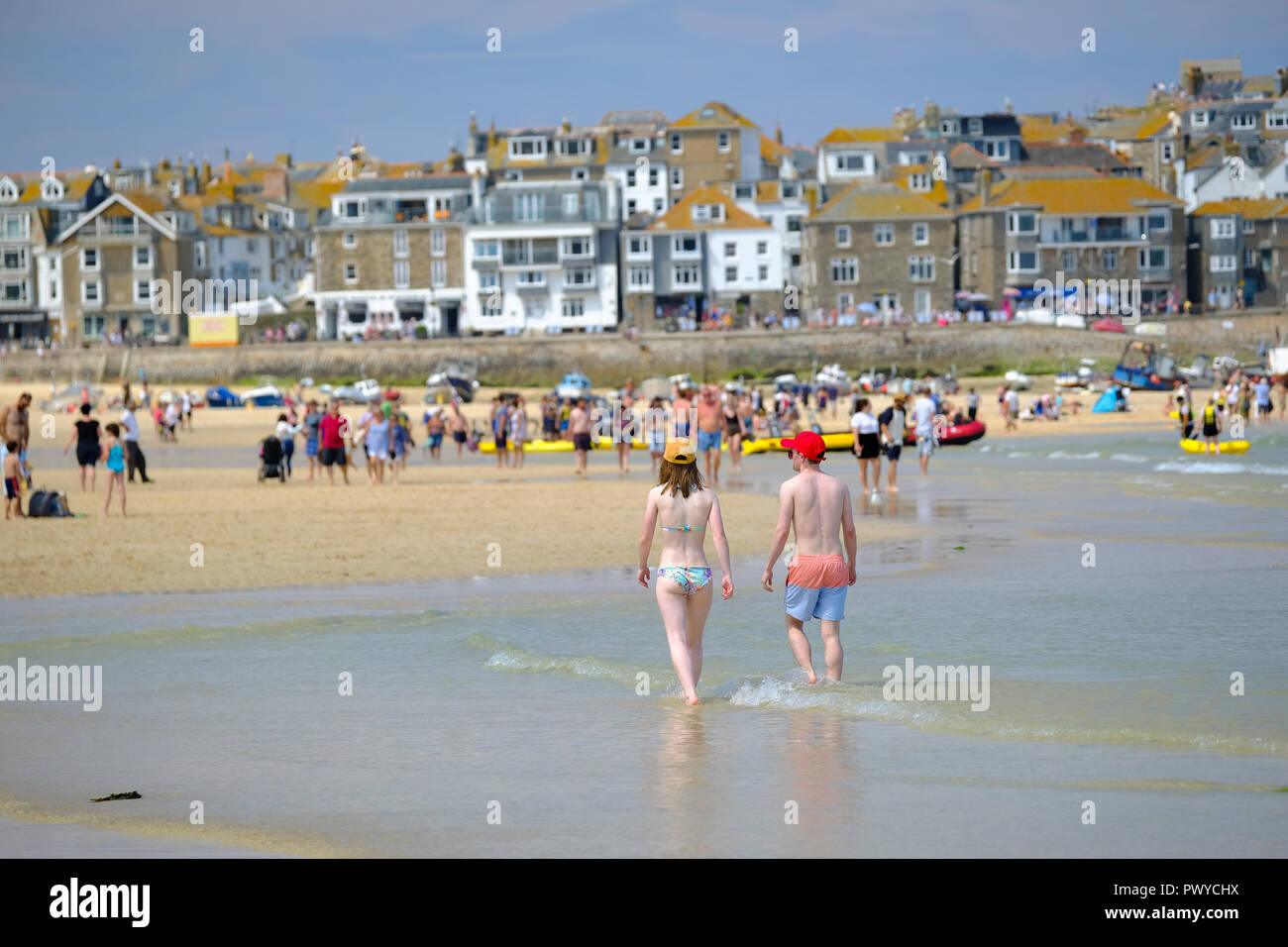 Holidaymakers on the Harbour Beach in St Ives, Cornwall - Stock Image