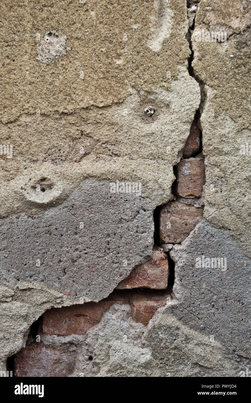 crack in the concrete wall - Stock Image