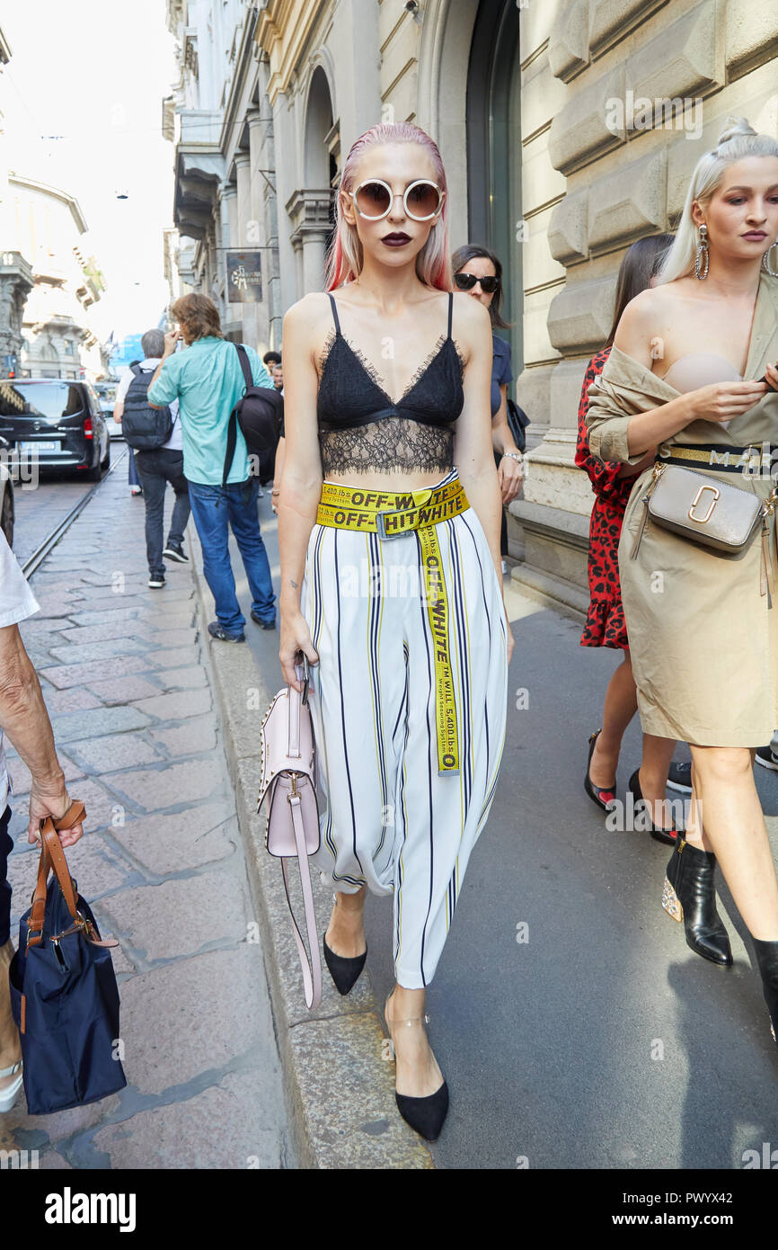 078d4bd18e698 MILAN, ITALY - SEPTEMBER 21, 2018: Woman with pink hair and yellow Off