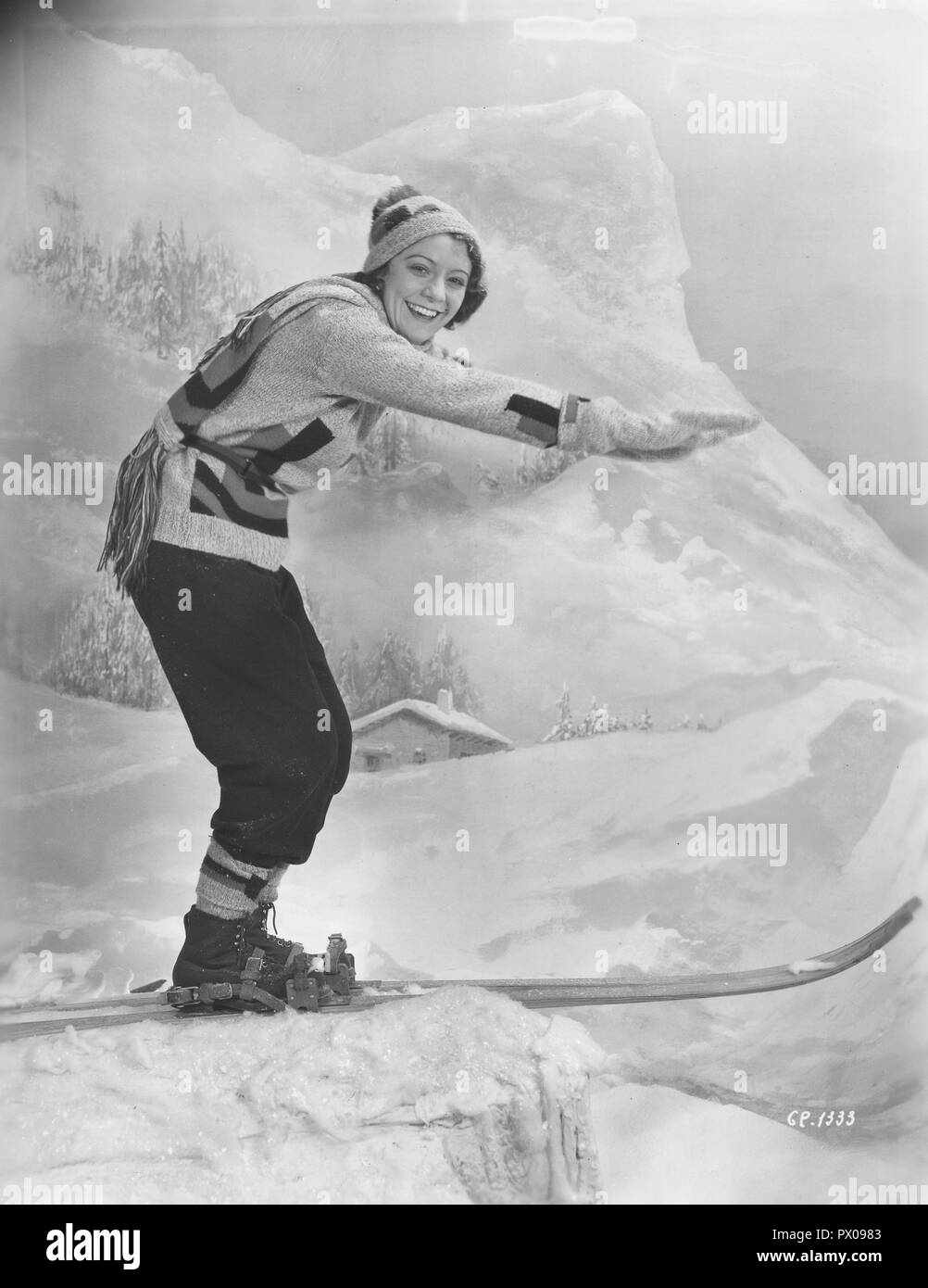 Woman on skis 1930s. The young actress Isa Quensel , 1905-1981, during the filming of the movie Kärlek måste vi ha. - Stock Image