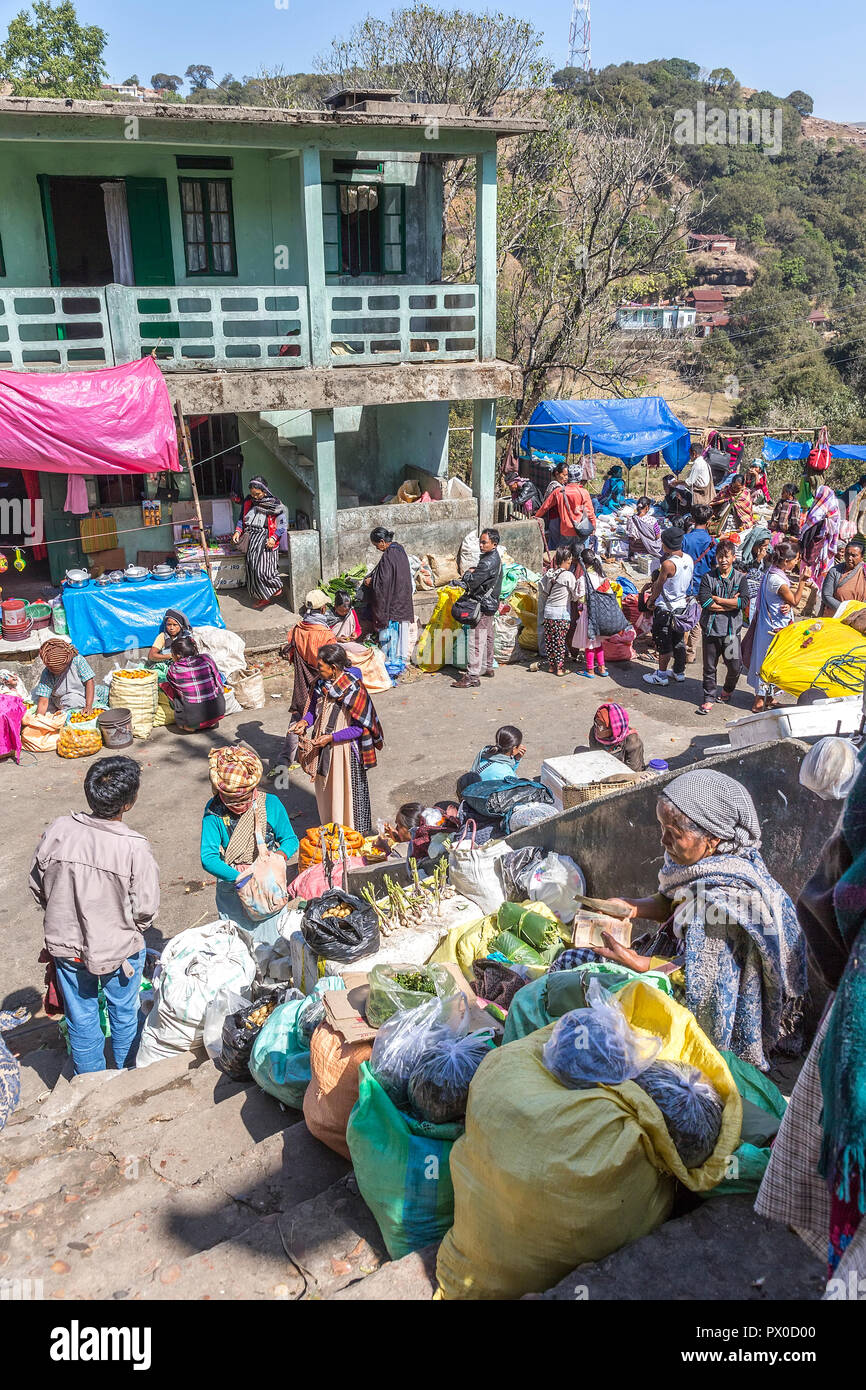Outdoor market in Mawsynram with one woman counting money, Meghalaya, India - Stock Image