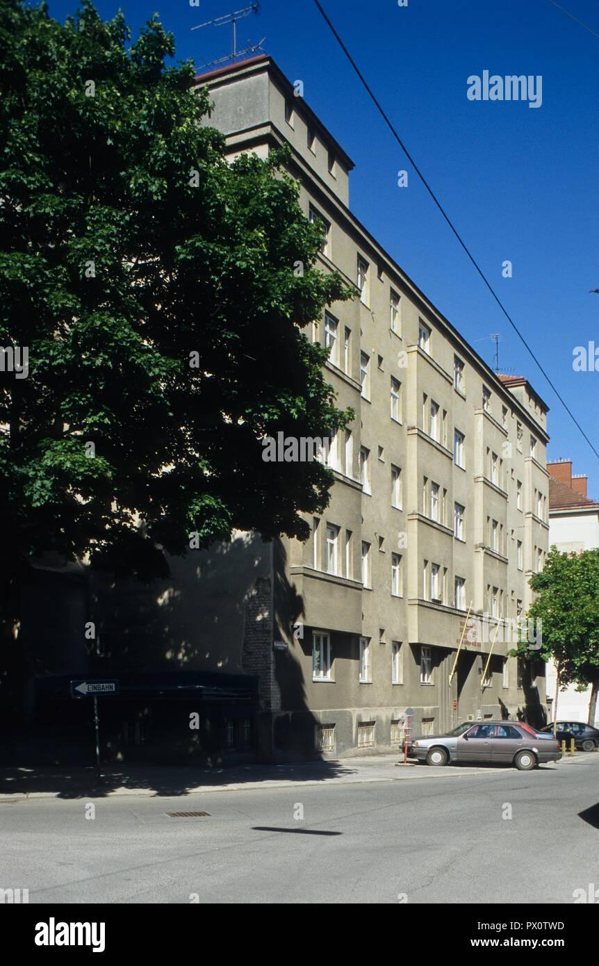 Wien, Gemeindebau des 'Roten Wien' - Vienna, Council Tenement Block, 'Red Vienna', Goldschlagstraße 144-146, Rudolf Sowa 1929-1930 - Stock Image