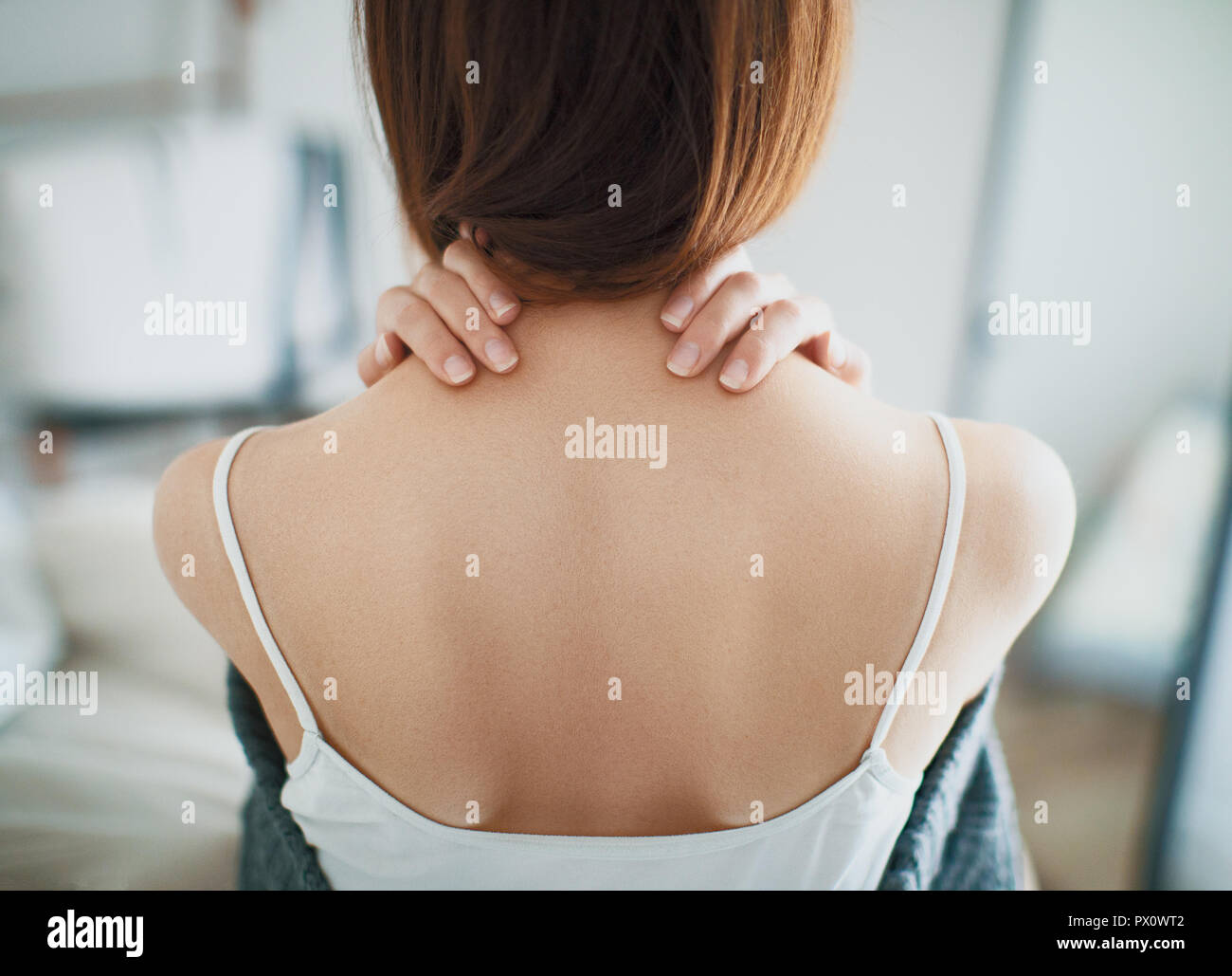 Woman with neck pain, stiff neck - Stock Image
