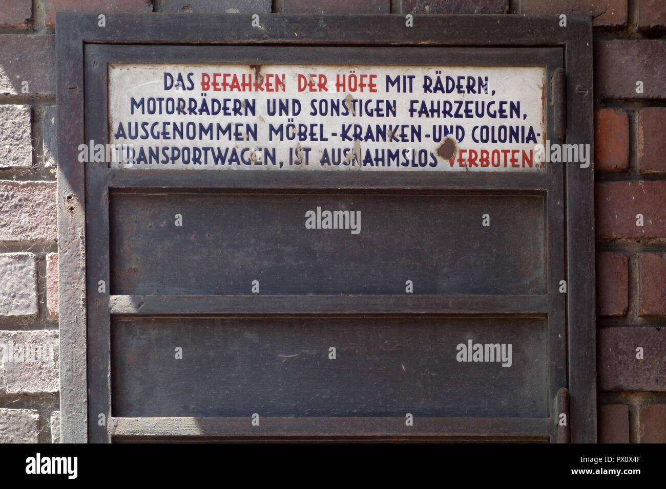 Wien, Gemeindebau des 'Roten Wien' - Vienna, Council Tenement Block, 'Red Vienna'. Karl Marx-Hof, Heiligenstädter Straße 82–92, Karl Ehn 1927-1930 - Stock Image
