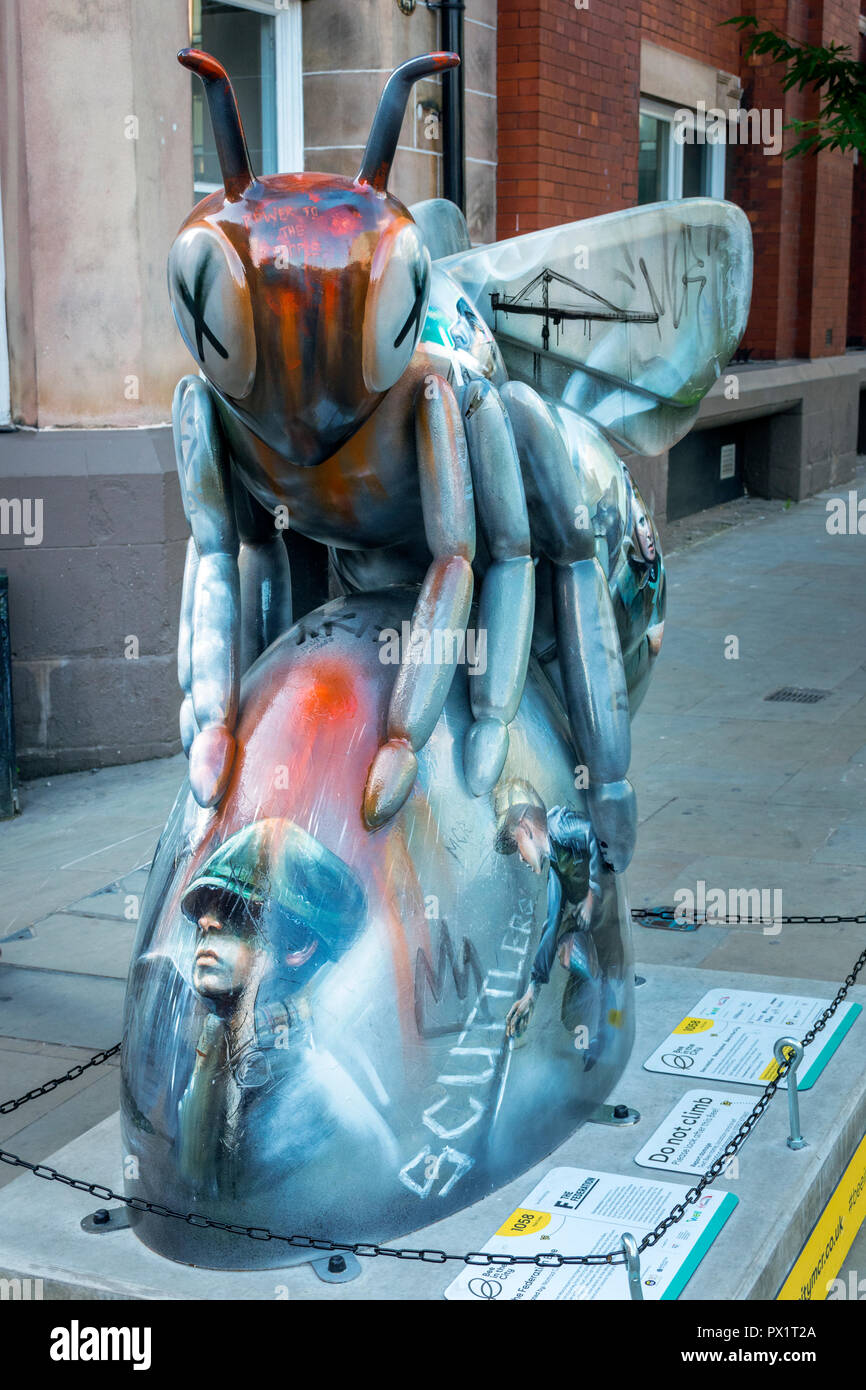 The Federation Bee, by Nomad Clan.  One of the Bee in the City sculptures, Dantzic Street, Manchester, UK. - Stock Image