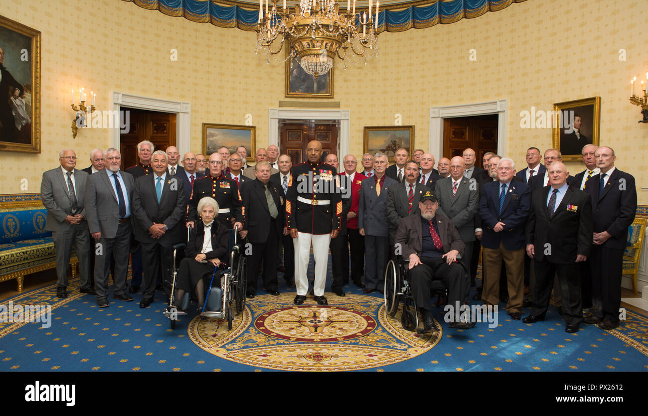 Retired U.S. Marine Corps Sgt. Maj. John L. Canley, the 300th Marine Medal of Honor recipient, poses with 1st Battalion, 1st Marines at the White House in Washington, D.C., Oct. 17, 2018. From Jan. 31, to Feb. 6 1968 in the Republic of Vietnam, Canley, the company gunnery sergeant assigned to Alpha Company, 1st Battalion, 1st Marines, took command of the company, led multiple attacks against enemy-fortified positions, rushed across fire-swept terrain despite his own wounds and carried wounded Marines into Hue City, including his commanding officer, to relieve friendly forces who were surrounde Stock Photo