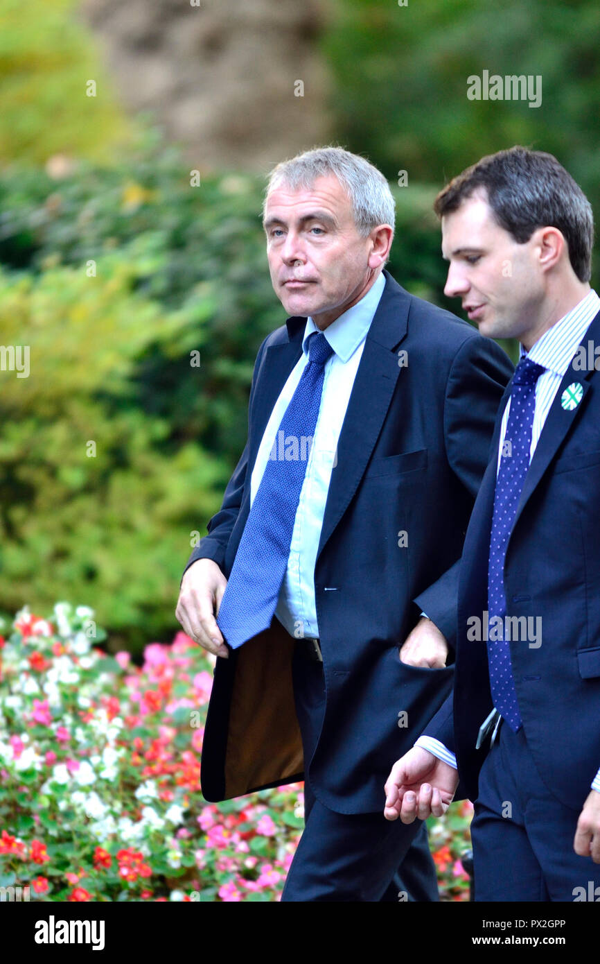 Robert Goodwill MP (Minister for Children and Families - left) arriving during a lengthy cabinet meeting to discus Brexit, Downing Street 16th October - Stock Image