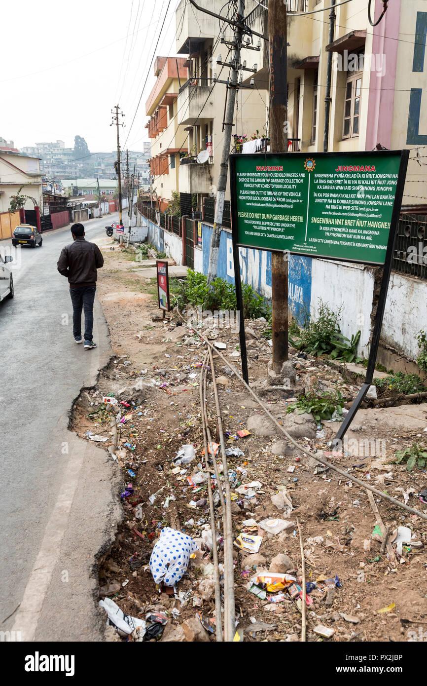 No rubbish dumping sign in two languages, Shillong, Meghalaya, India - Stock Image