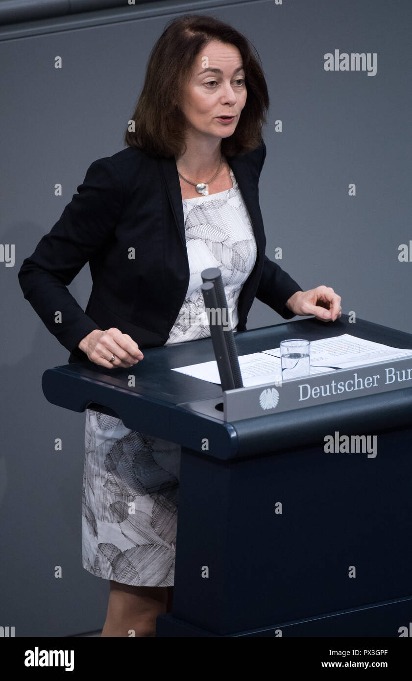Berlin, Germany. 19th Oct, 2018. Katarina Barley (SPD), Federal Minister of Justice, will address the plenary session of the German Bundestag. Topics of the 59th session of the 19th legislative period include the rent brake, housing construction, diesel driving bans and freedom of religion. Credit: Bernd von Jutrczenka/dpa/Alamy Live News - Stock Image
