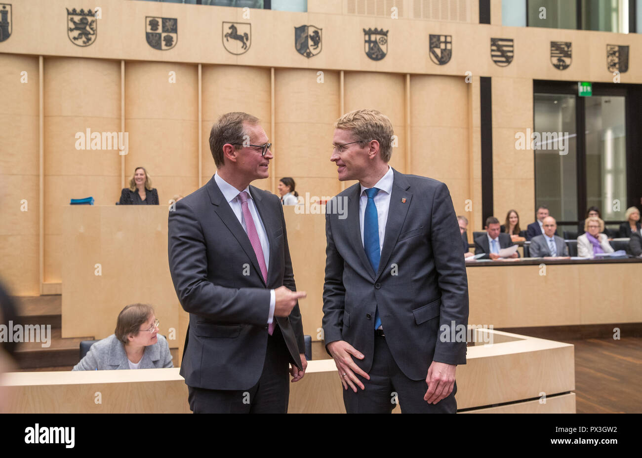Berlin, Germany. 19th Oct, 2018. Daniel Günther (CDU, r), Minister President of Schleswig-Holstein, succeeds Michael Müller (SPD, l), Governing Mayor of Berlin, as President of the Bundesrat in the Bundesrat. From 01.11.2018 Günther will take over the chairmanship of the Länderkammer. The Upper House (Bundesrat) is also dealing with the grand coalition's plans for legislation on kindergarten quality, pension stabilization, and affordable rental housing. Credit: Jens Büttner/dpa-Zentralbild/dpa/Alamy Live News - Stock Image