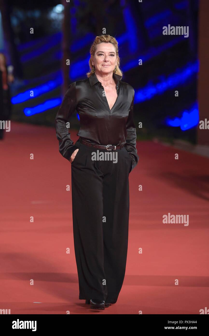 Italy, Rome, 18 October, 2018 : Rome Film Festival 2018, actress Monica Guerritore poses on the red carpet    Photo © Fabio Mazzarella/Sintesi/Alamy Live News - Stock Image