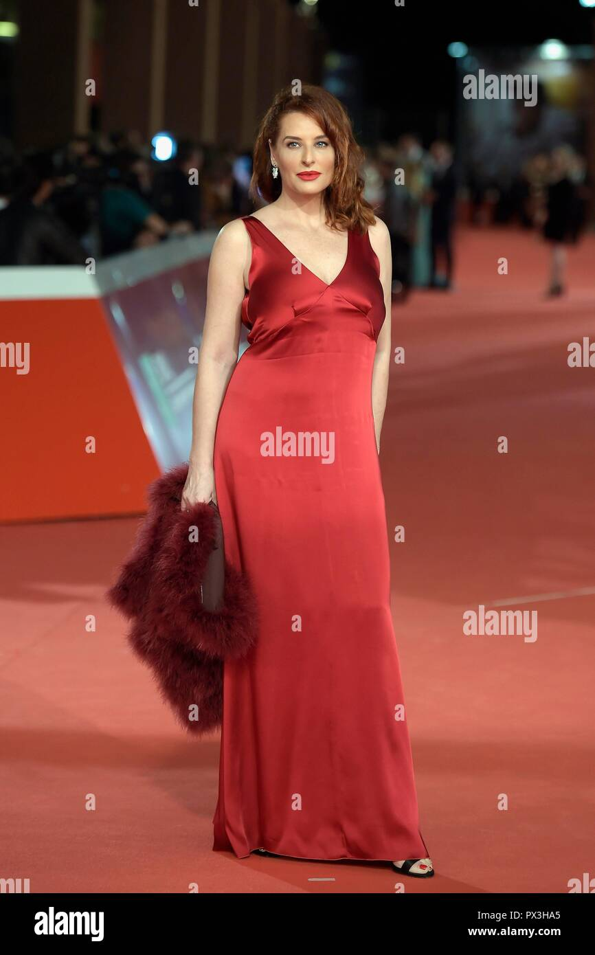 Italy, Rome, 18 October, 2018 : Rome Film Festival 2018, actress Simona Borioni poses on the red carpet    Photo © Fabio Mazzarella/Sintesi/Alamy Live News - Stock Image
