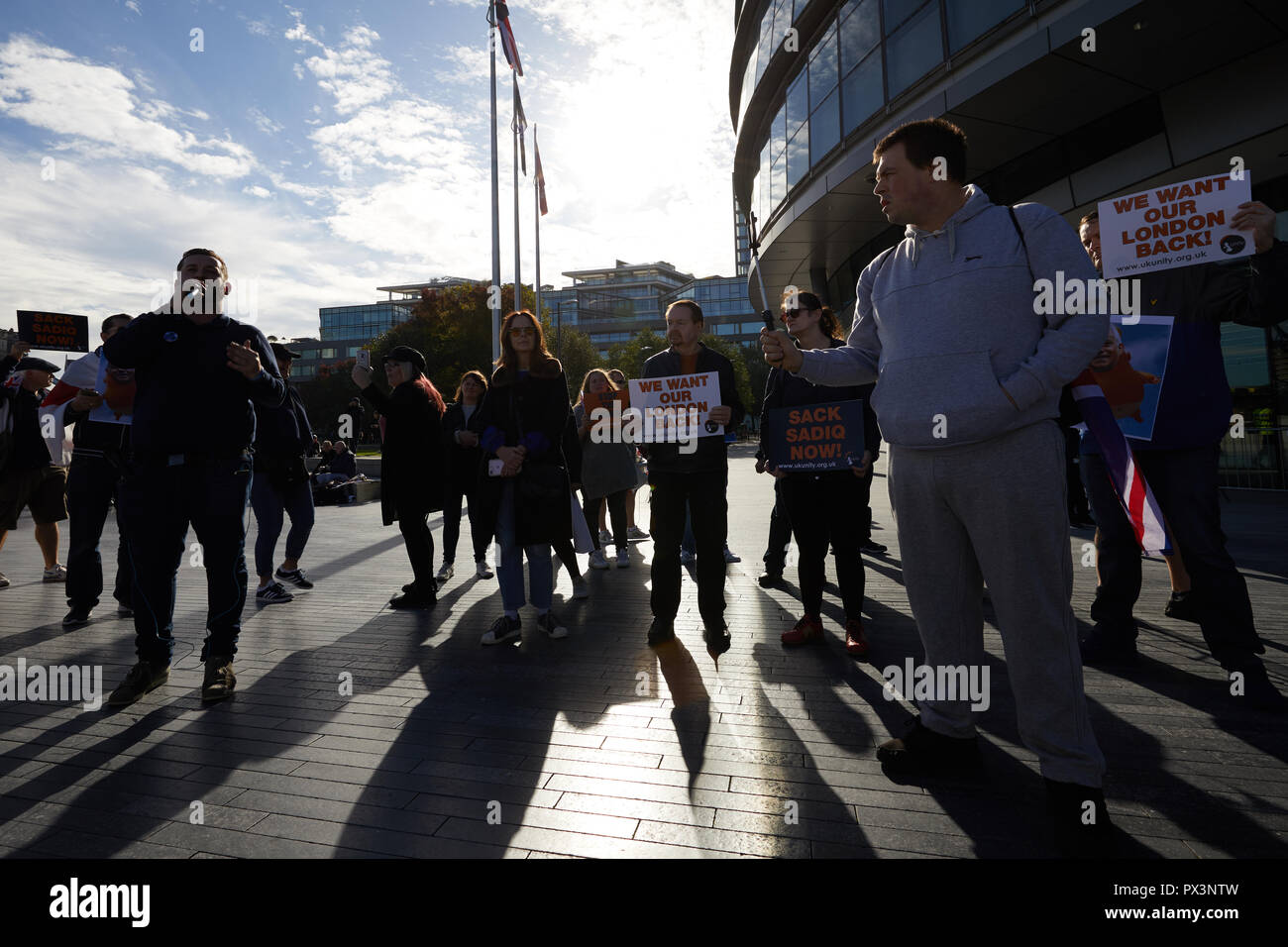 London, UK. 19th Oct 2018. Protestors against London Mayor Sadiq Khan demonstrate outside City Hall. Credit: Kevin J. Frost/Alamy Live News - Stock Image