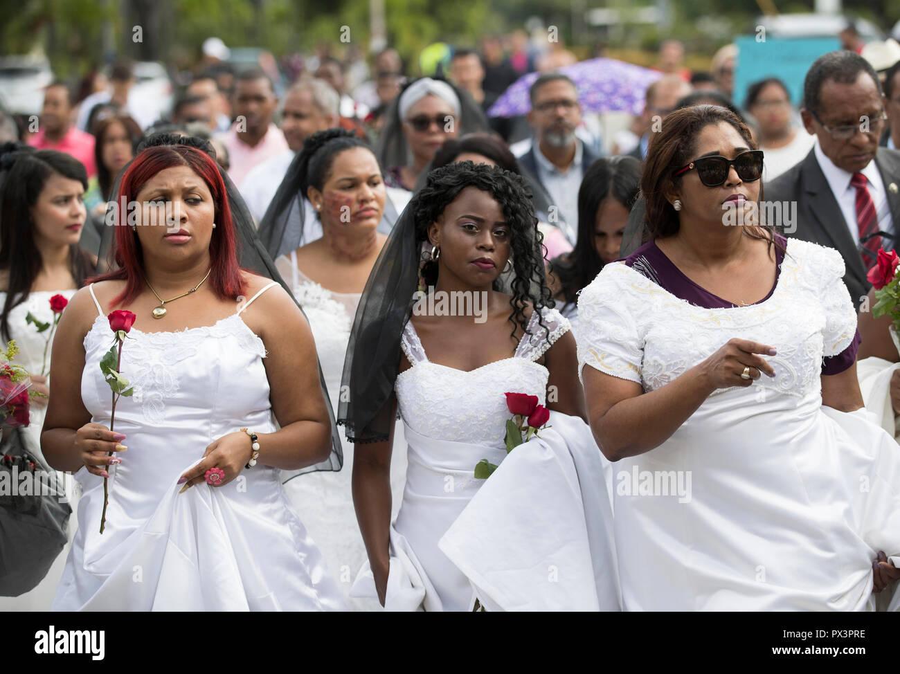 Domingo women santo Santo Domingo