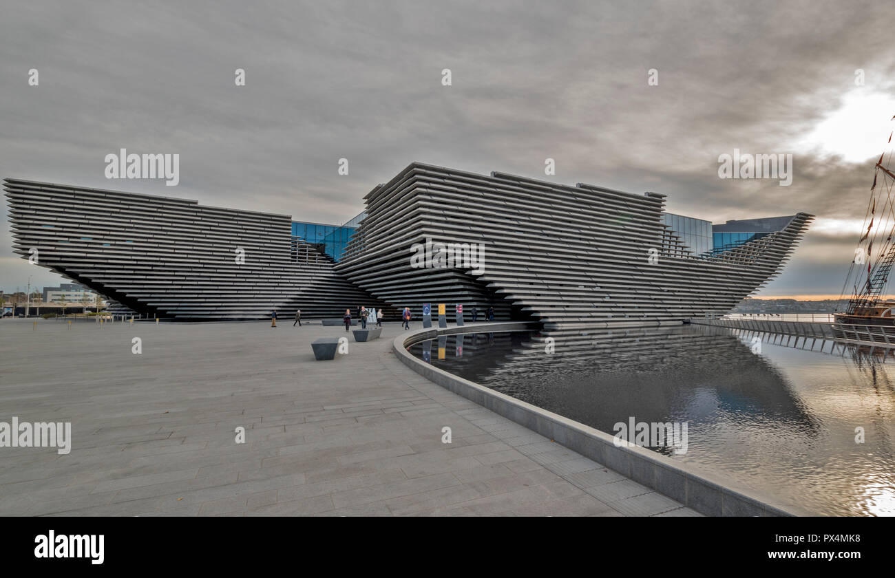 V & A MUSEUM OF DESIGN DUNDEE SCOTLAND THE BUILDING ON AN EARLY AUTUMN MORNING Stock Photo