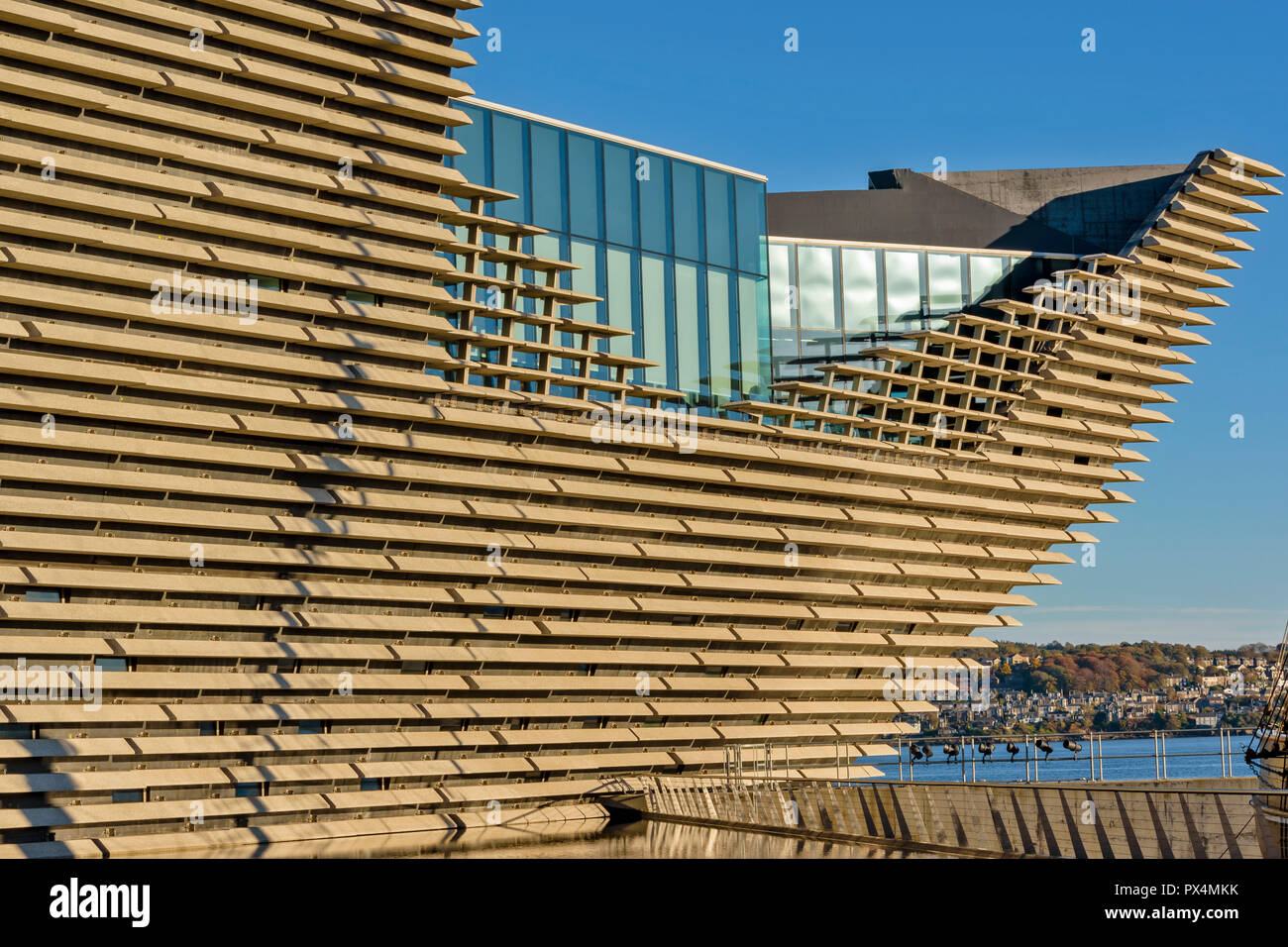 V & A MUSEUM OF DESIGN DUNDEE SCOTLAND THE PROW AND WINDOWS OF THE RESTAURANT Stock Photo