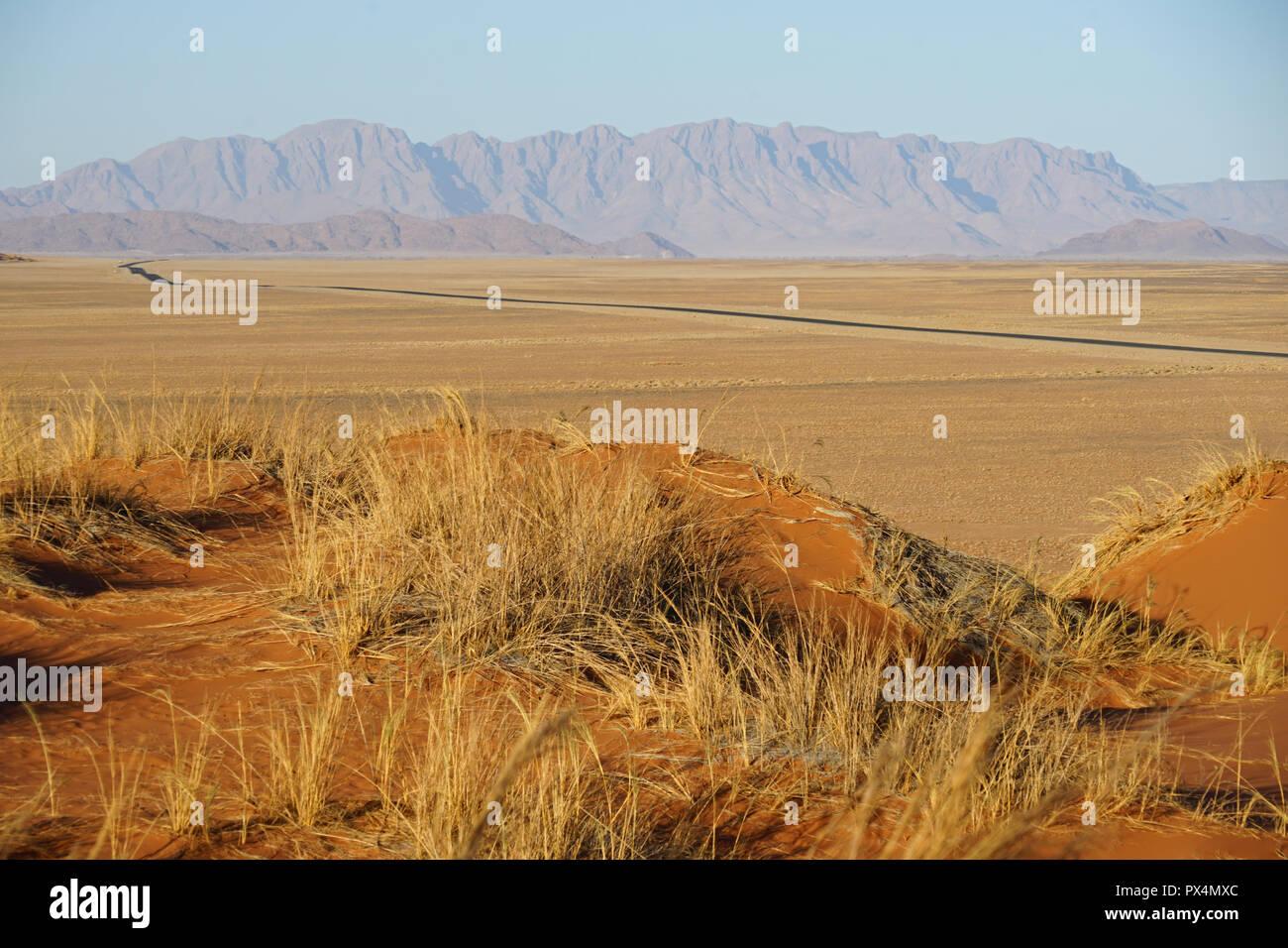 Blick auf die Straße von Sesriem zur Sossusvlei Düne, Namibia, Afrika - Stock Image